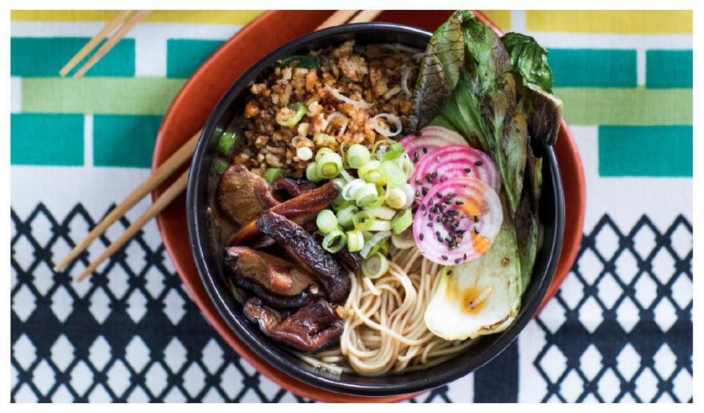 Ramensoppa med shiitake och krispig tofufärs