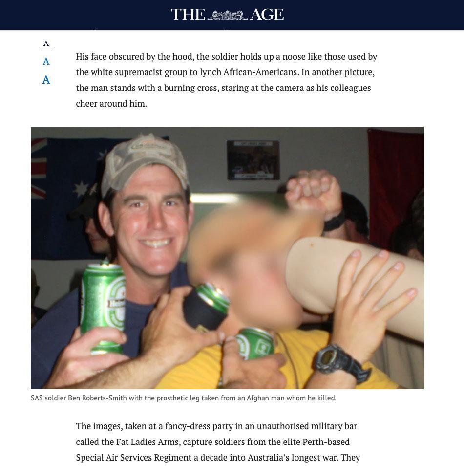 En av bilderna på soldaterna som publicerats. Ben Roberts-Smith till vänster med en öl, till höger syns någon dricka ur det som uppges vara en mördad afghansk mans benprotes.