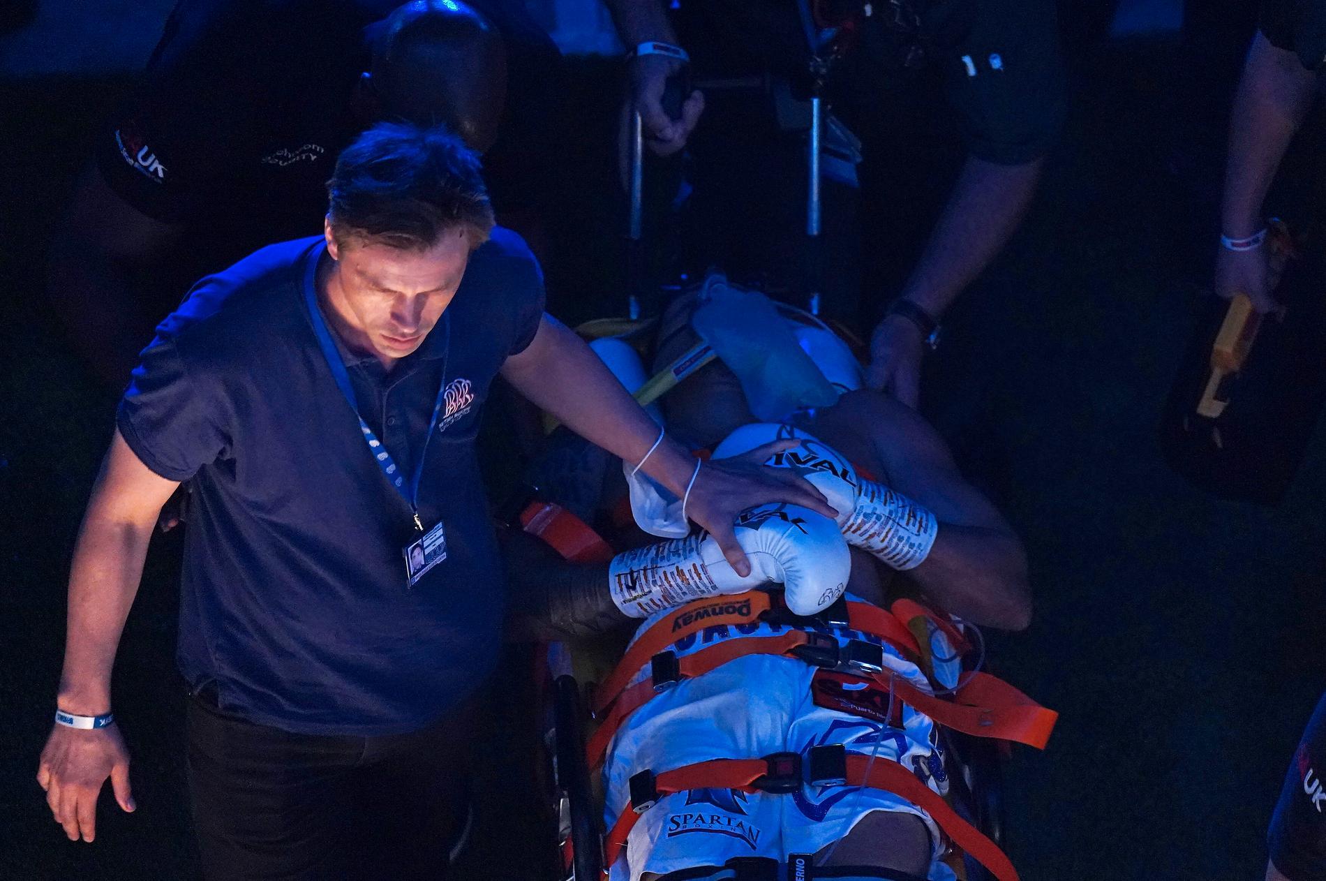 Castillo förs till sjukhus,