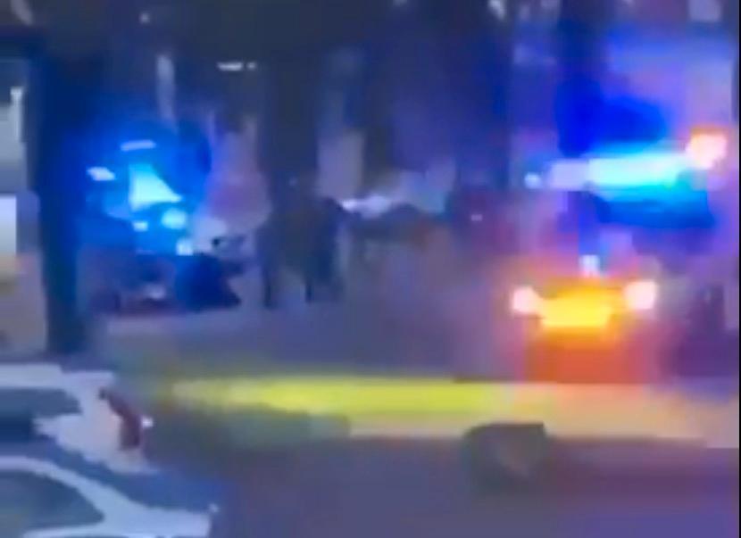 Kollegor kämpade i natt för att rädda den skjutne polismannen.