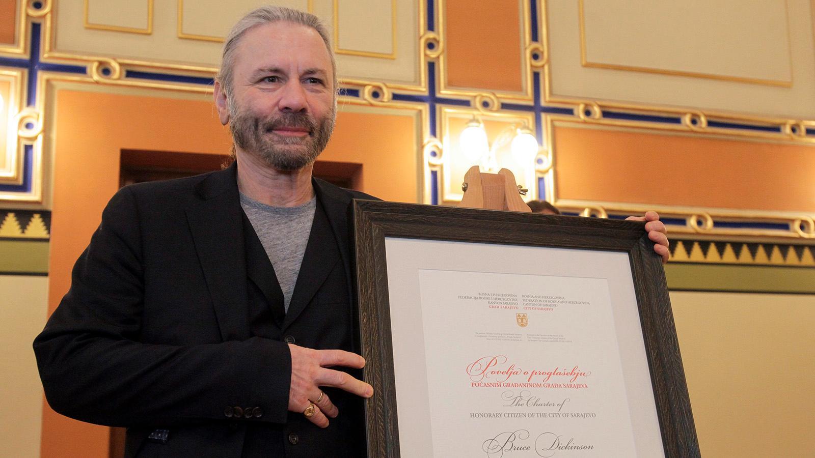 Bruce Dickinson – heavy metal-sångare, pilot och nu även hedersmedborgare i Sarajevo.