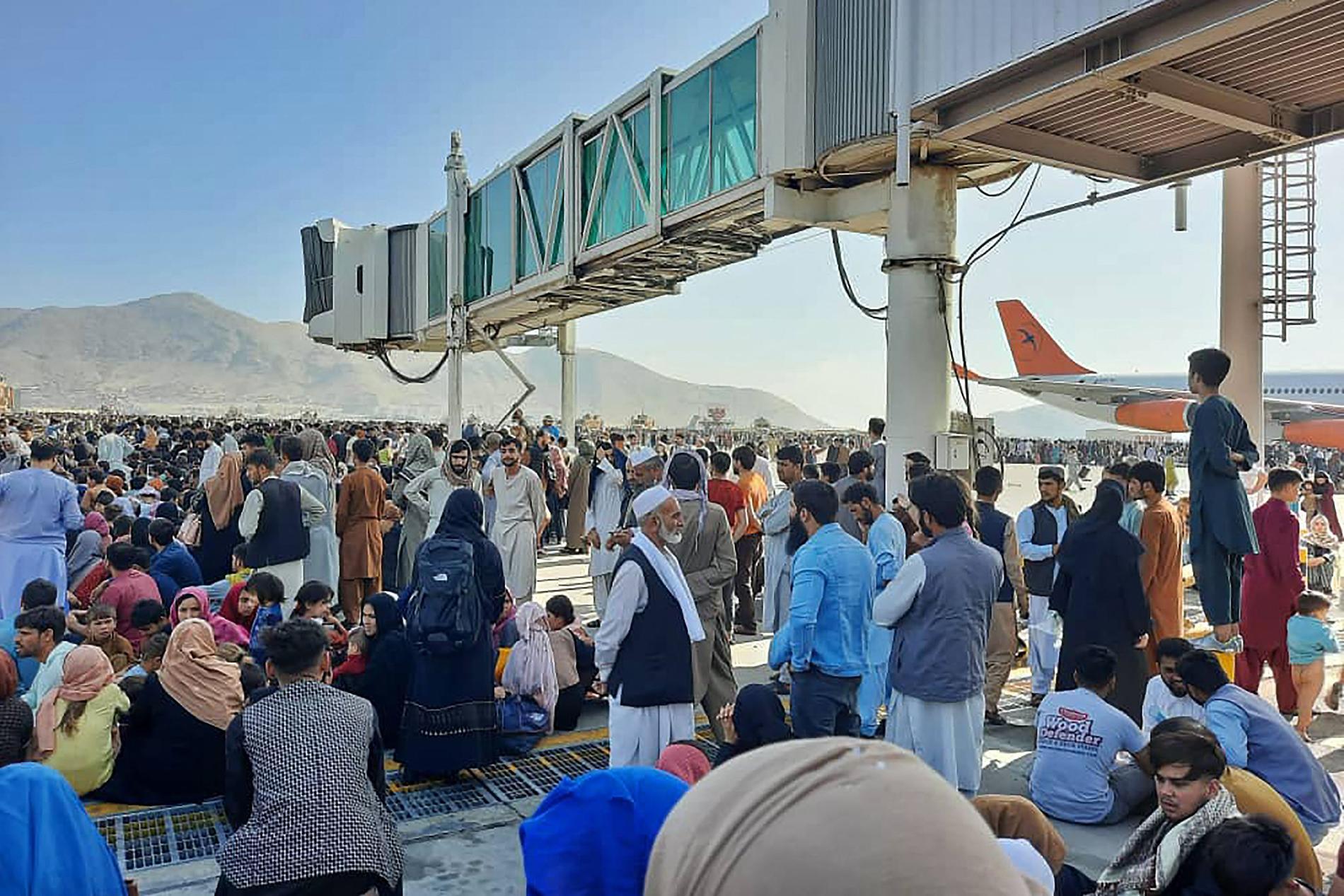 All civil flygtrafik från Kabuls flygplats har nu stoppats.