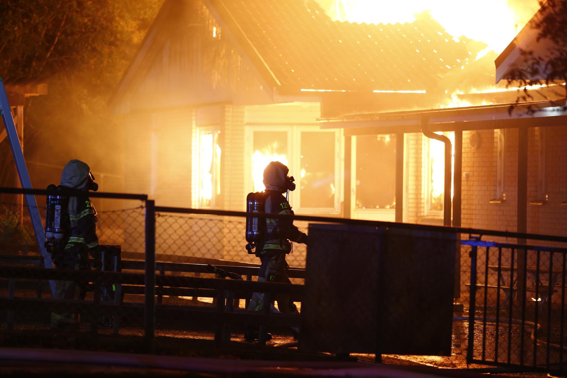 Under natten mot onsdagen började det brinna kraftigt i en förskola i Norrköping.