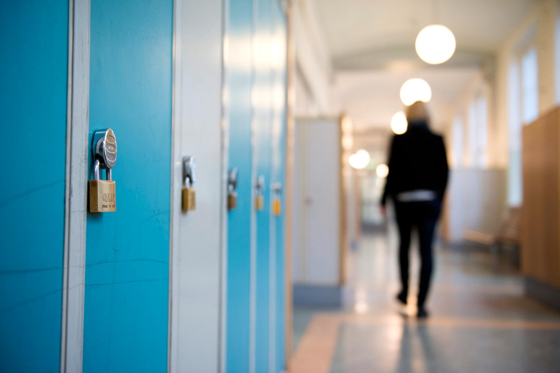 Sju av tio lärare uppger att de utsätts för press av föräldrar, enligt en undersökning som Lärarnas Riksförbund har gjort.