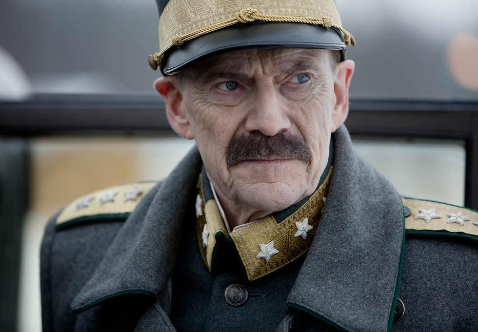 """Jesper Christensen i """"Kungens val"""" (2016)."""