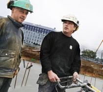 Kent Haglund, 46 och Tom Lindgren Garpefors, 41, håller med om att byggbranschen är hård.