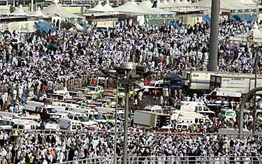 Över 300 pilgrimer dödades i trängseln i samband med den så kallade satanssteningen i Mina utanför Mecka. Enligt utrikesdepartementets presstjänst finns inget som ännu tyder på att svenskar dödats eller skadats.