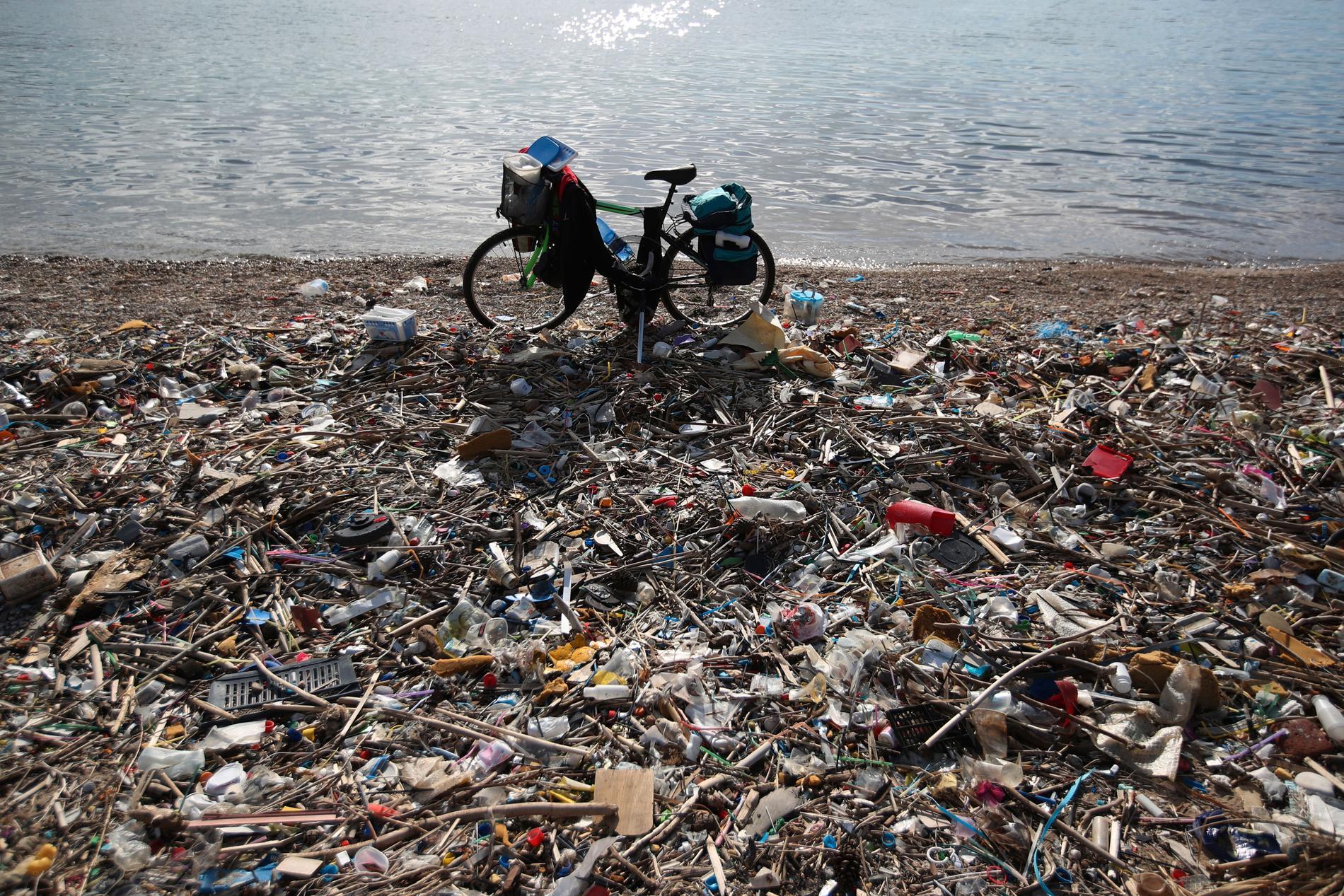 Sopor på en strand söder om Aten. Arkivbild från januari 2018.