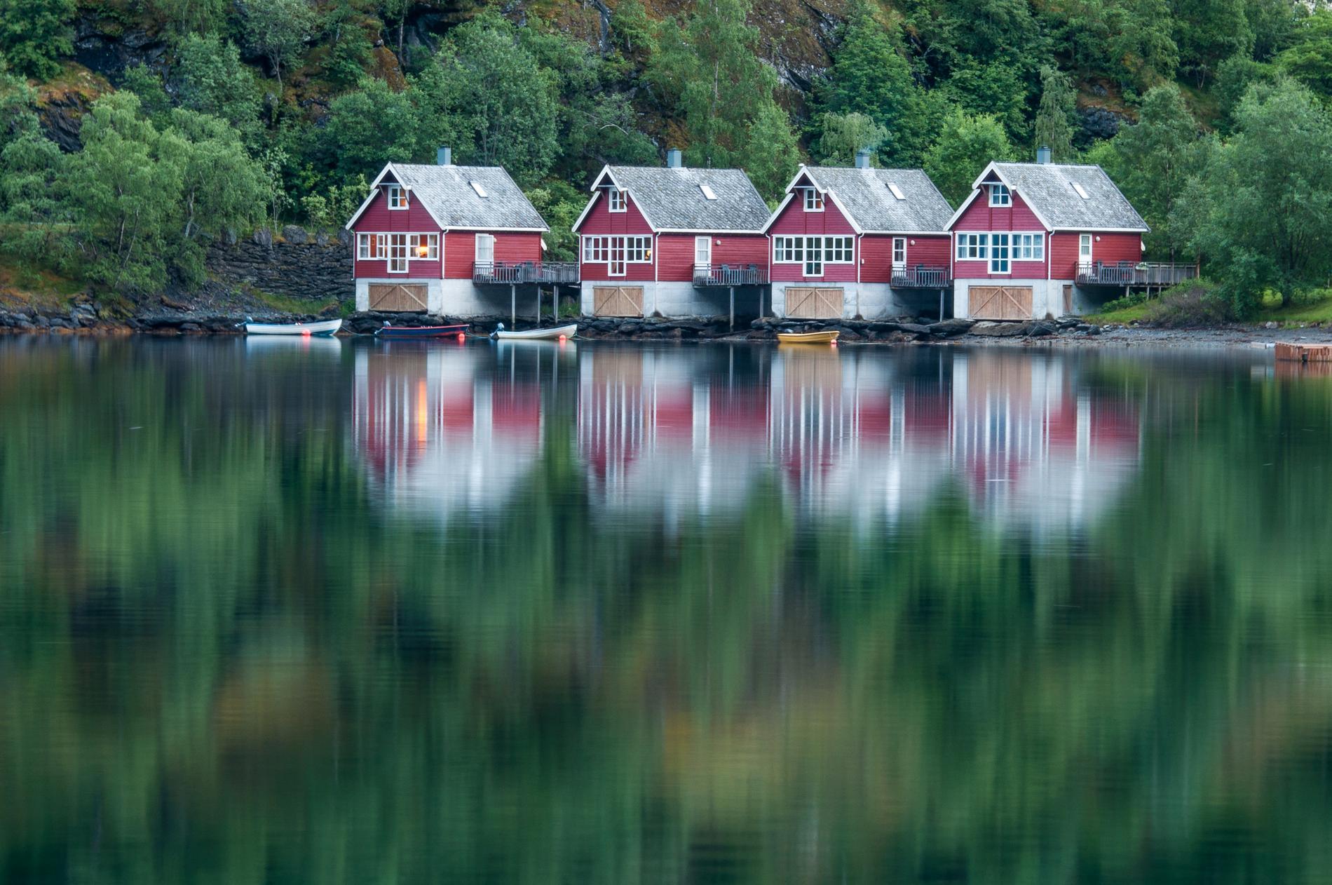 Flåm ligger i Aurlandsfjorden.