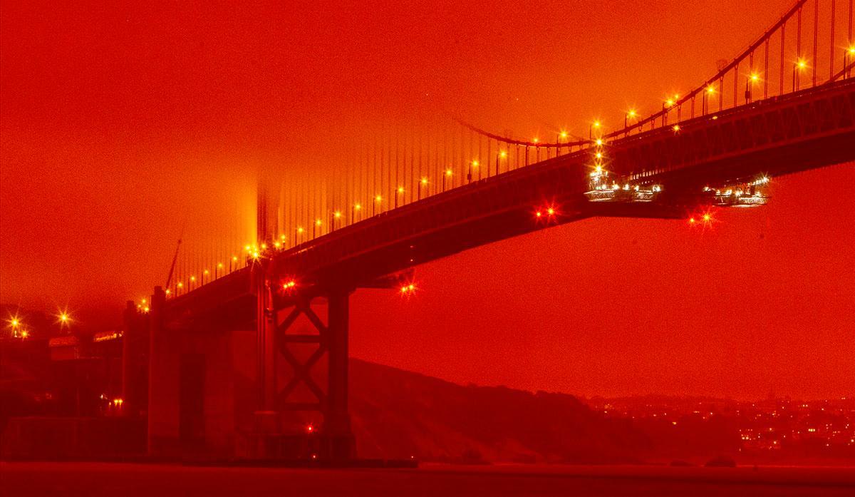 I onsdags orkade inte solen tränga igenom brandröken som täcker stora delar av den amerikanska västkusten. Här Golden gate-bron i San Fransisco.
