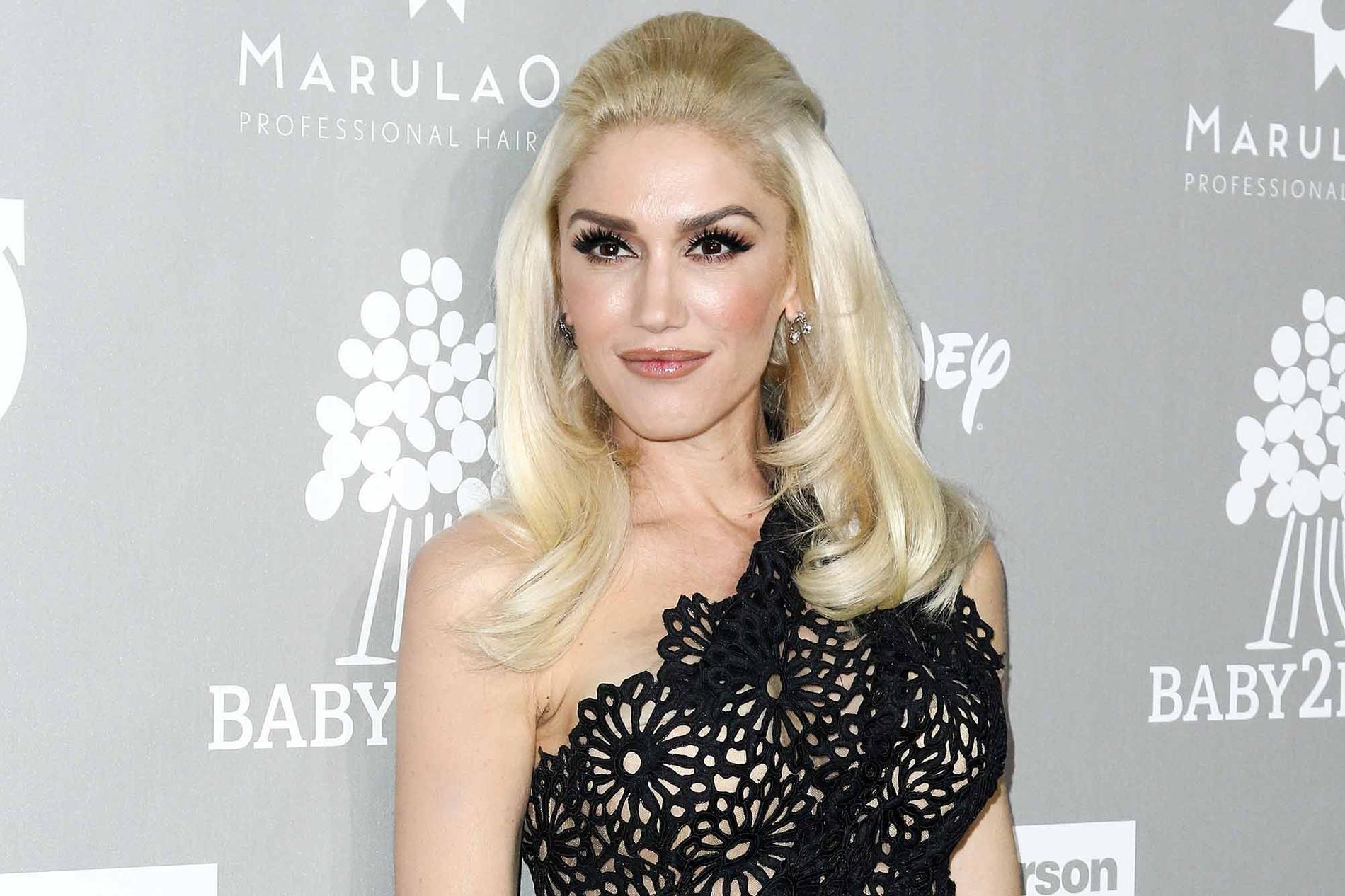 Gwen Stefani spräckte trumhinnan under en flygning.