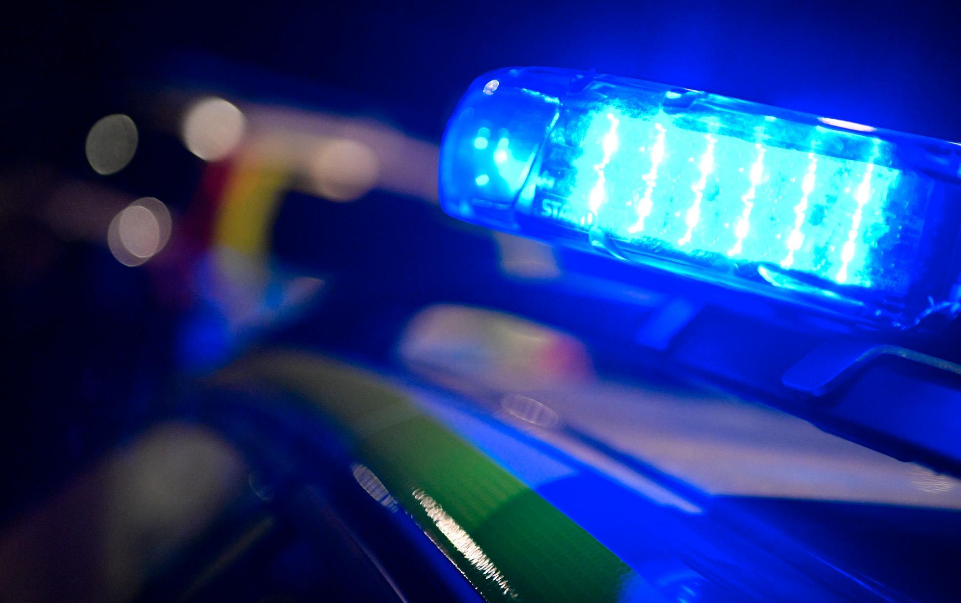 De två unga män som körde bilarna vid en våldsam frontalkrock i Kramfors i september har nu delgivits misstanke om grov vårdslöshet i trafik och grovt vållande till kroppsskada. Arkivbild.