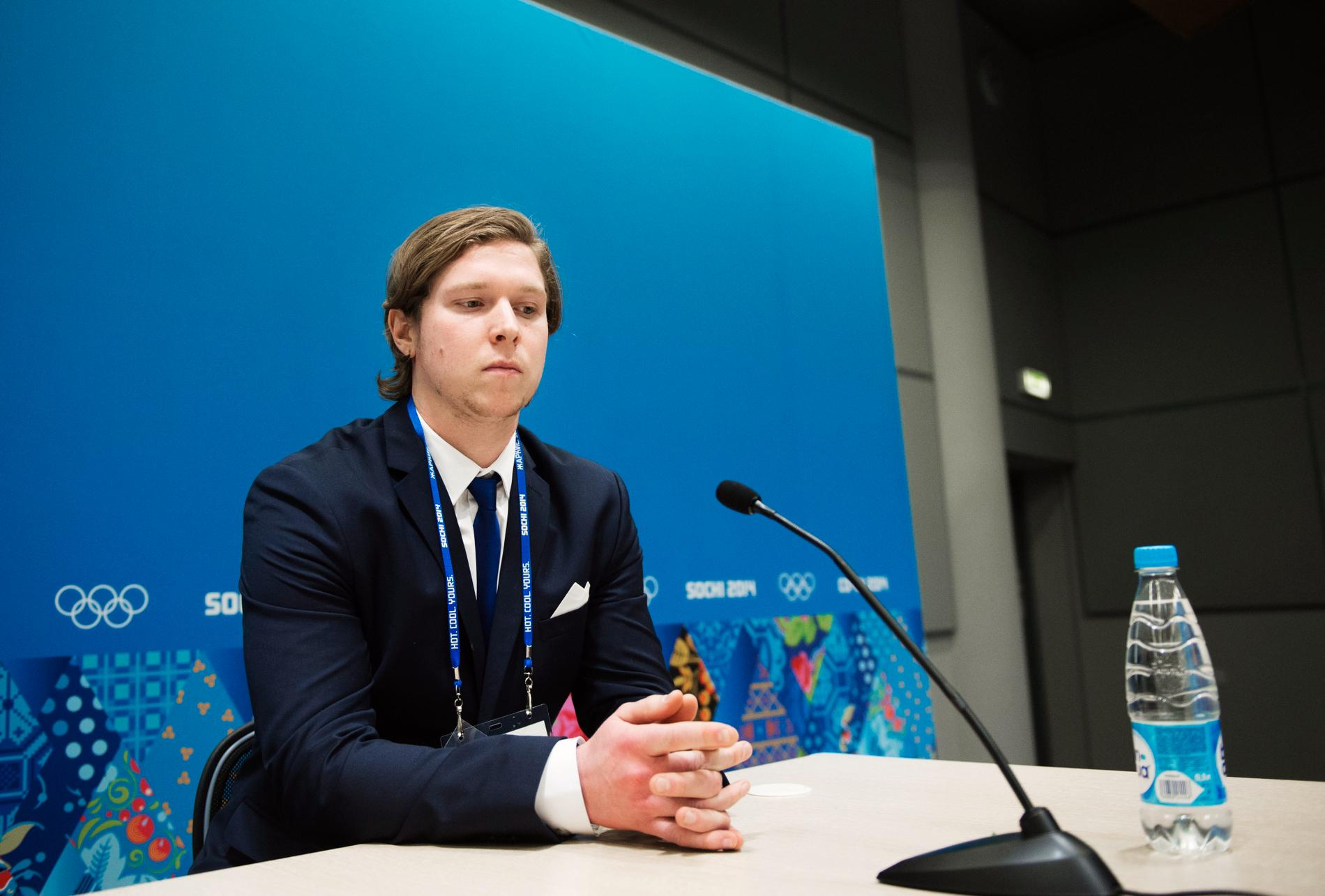 Nicklas Bäckström på presskonferensen inför finalen mot Kanada i Sotji-OS 2014.