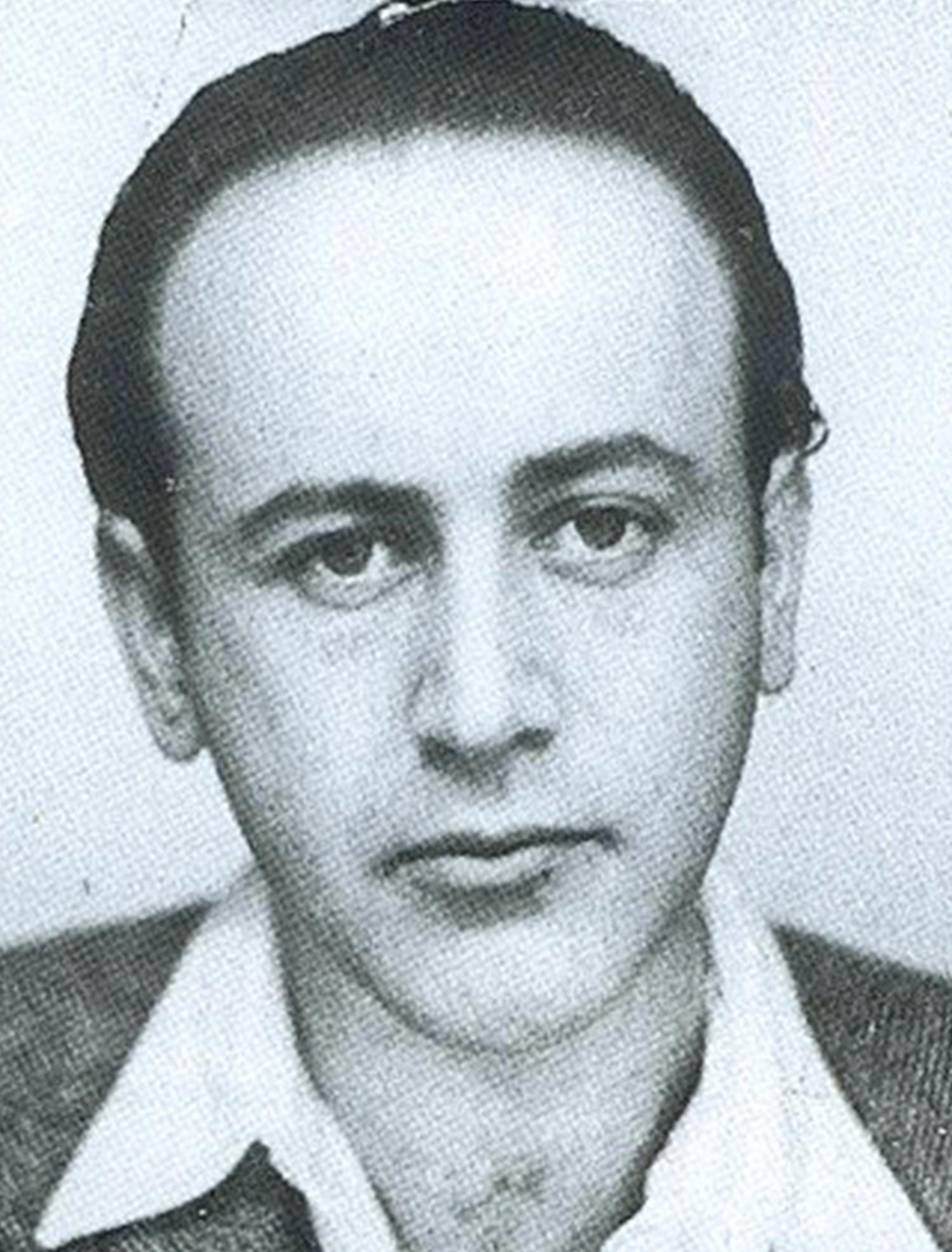 Poeten Paul Celan (betoning på första stavelsen) hette från början Anczel men kastade om efternamnets led i 20-årsåldern.