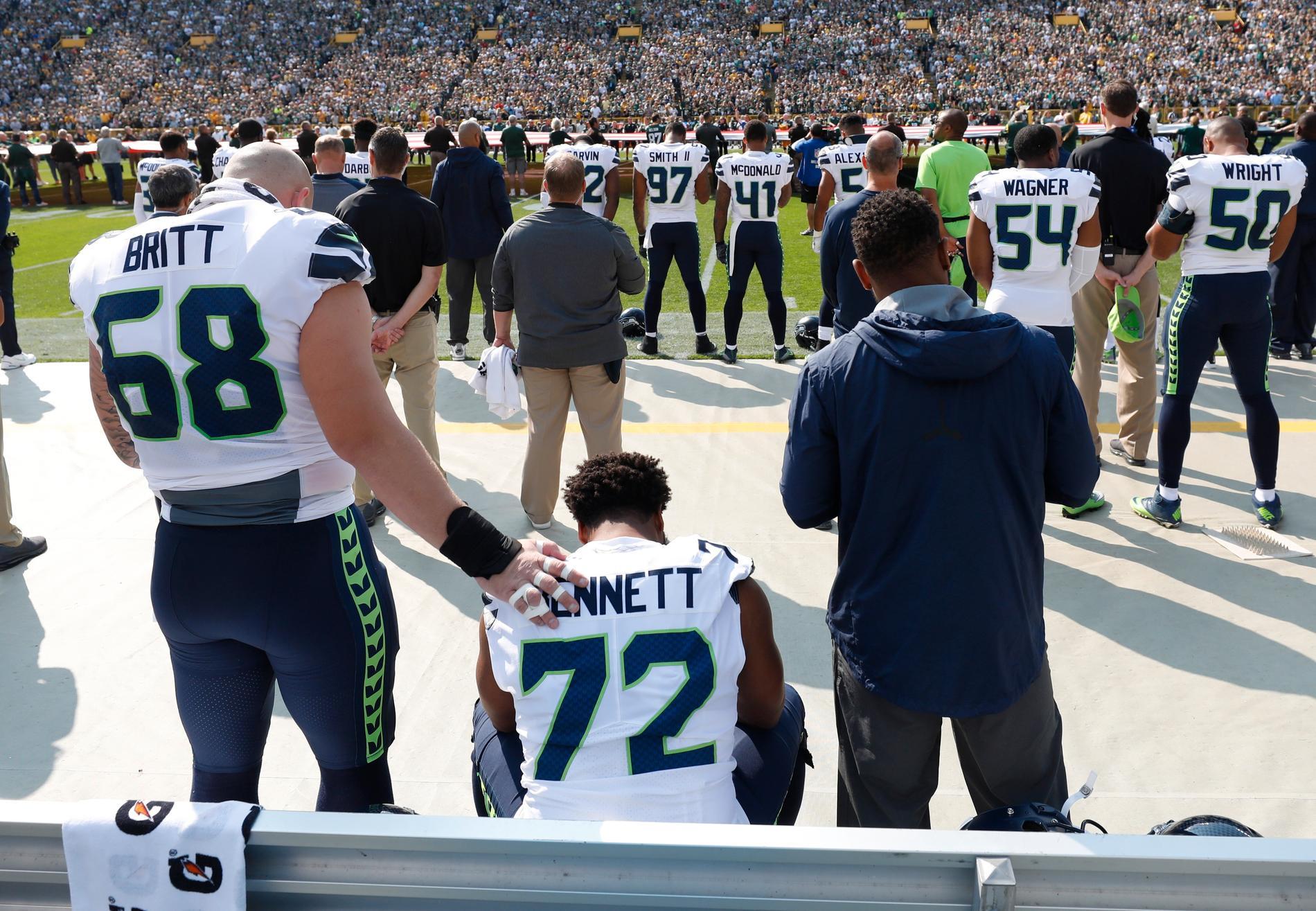 Michael Bennetts tysta protest under nationalsången