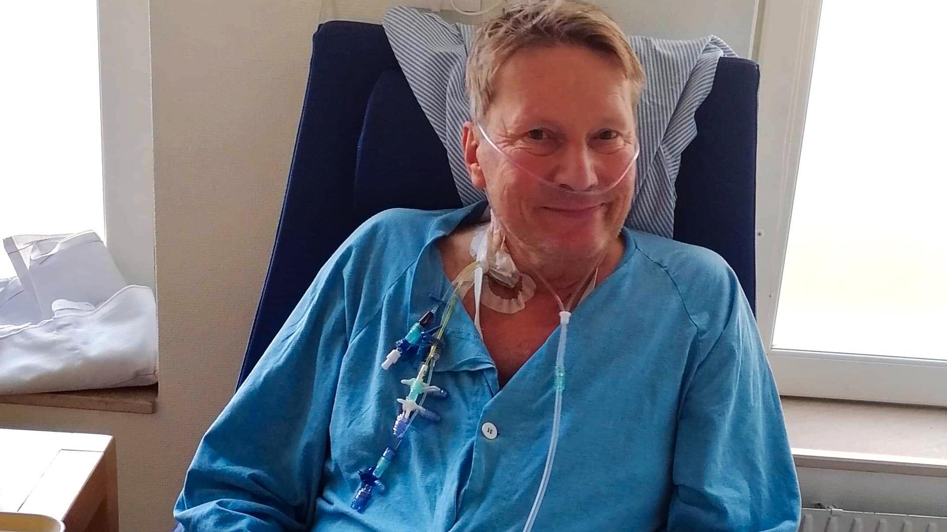 Magnus sövdes ner på sjukhuset och minns inget från de första dagarna på sjukhuset. Sedan började hjärnan återhämta sig. I dag arbetar han halvtid och är tacksam över att vara vid liv.