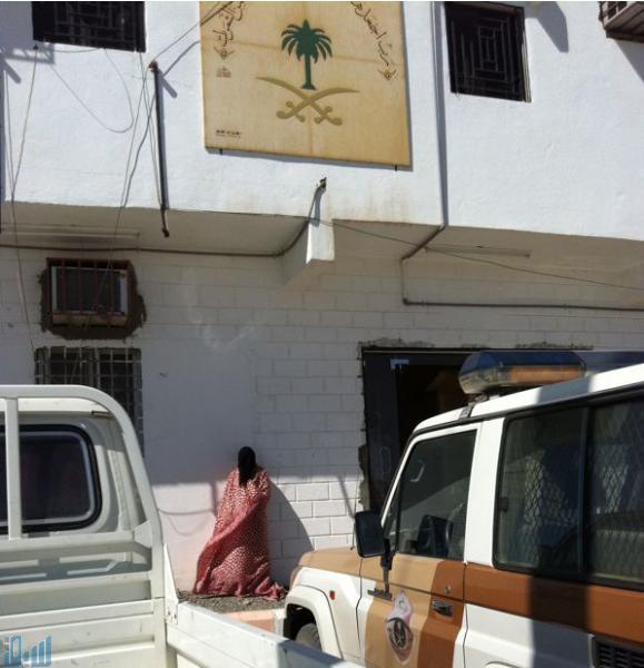 Våld mot kvinnor i Saudiarabien räknas som en familjeangelägenhet, inte en juridisk. Kvinnan i byn Hafayer har blivit misshandlad av sin man men förpassats till trottoaren av polisen.
