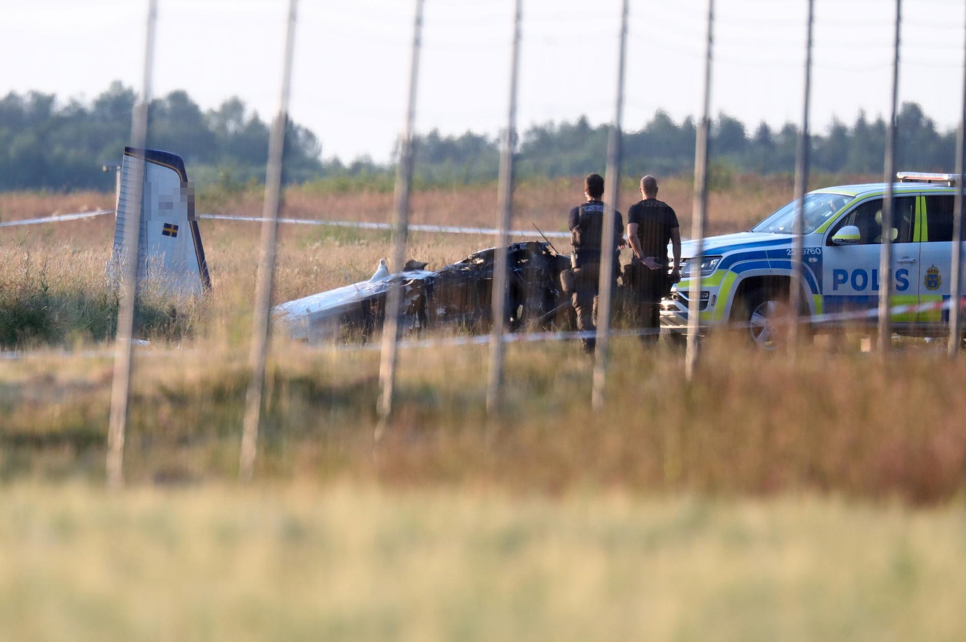 Kraschade skedde strax efter starten från Örebro flygfält. Enligt haverikomissionen girade det kraftigt åt vänster innan det störtade, en teori är att något skedde på landningsbanan.