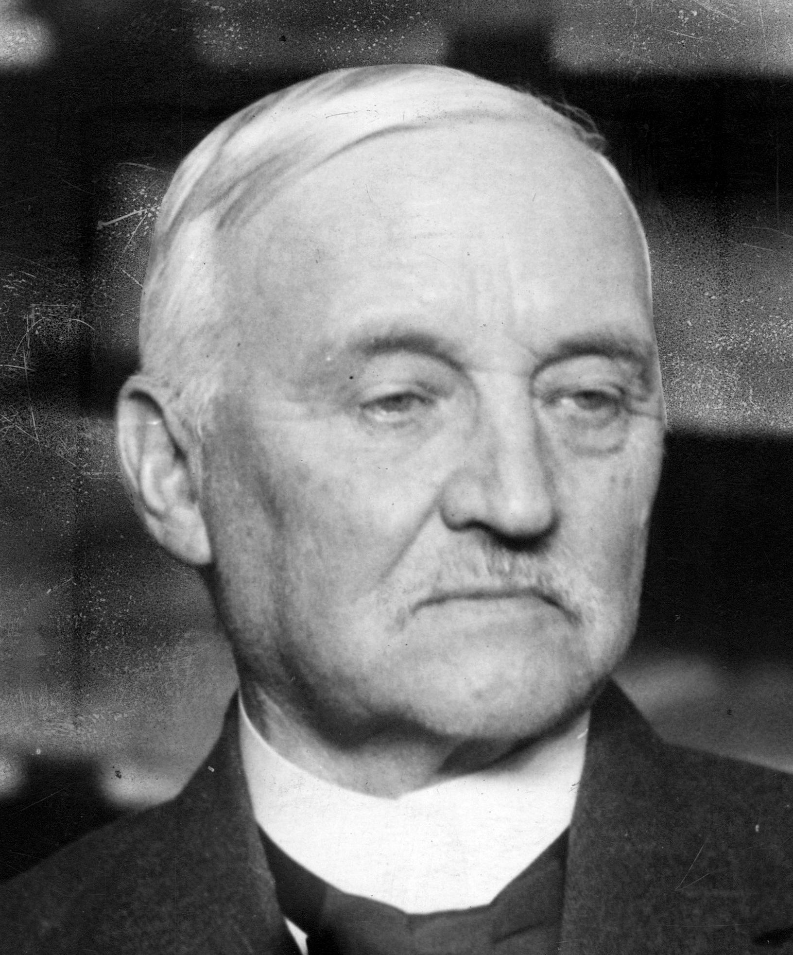 Carl Lindhagen var borgmästare i Stockholm 1903–1930. 1923 anslöt han sig åter till Socialdemokraterna.