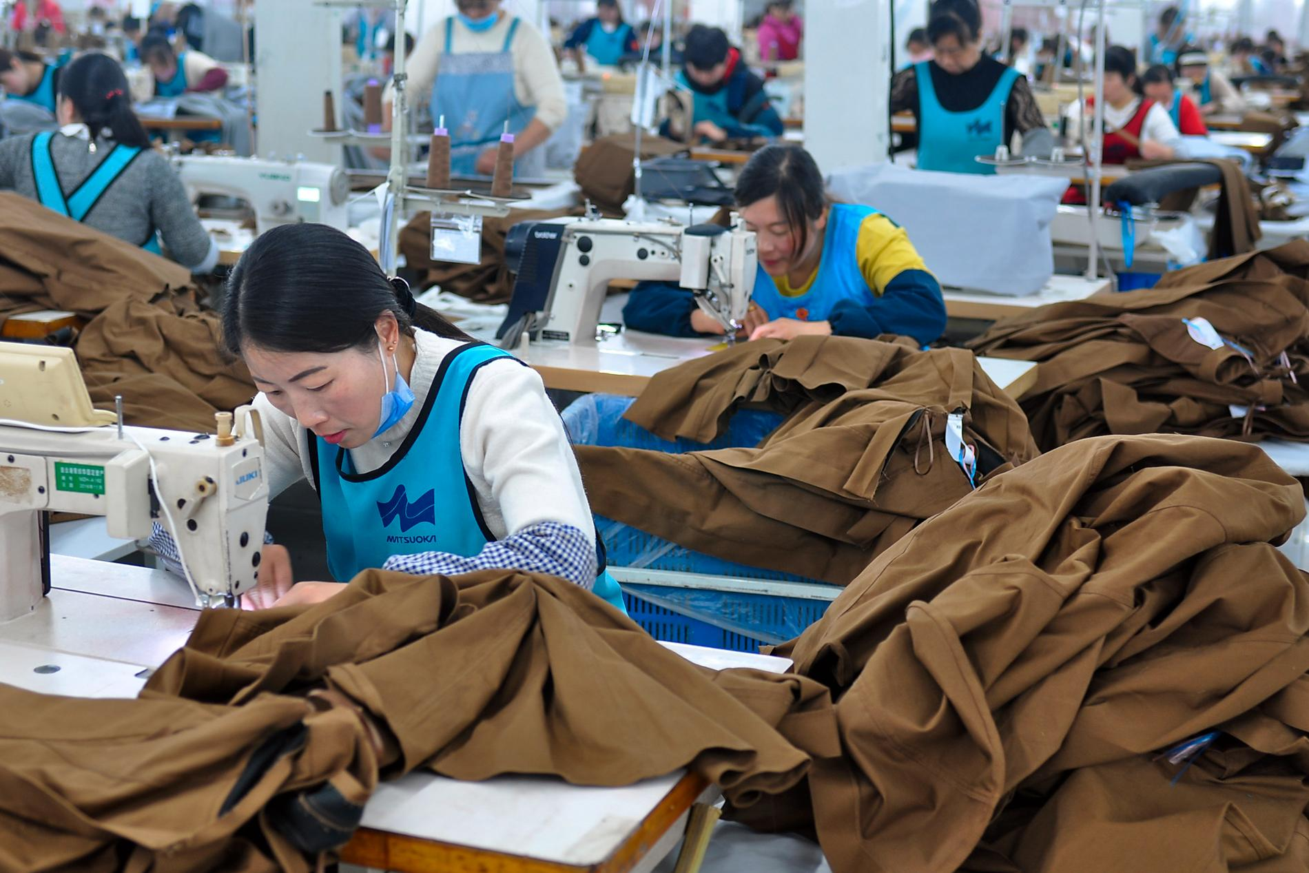 En klädfabrik i Kina som exporterar till andra länder.