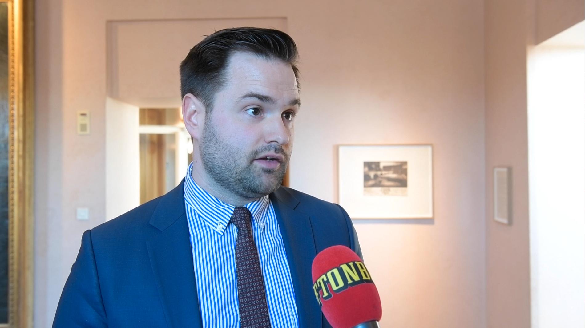 Erik Bengtzboe lämnar sin riksdagsplats efter Aftonbladets avslöjande.