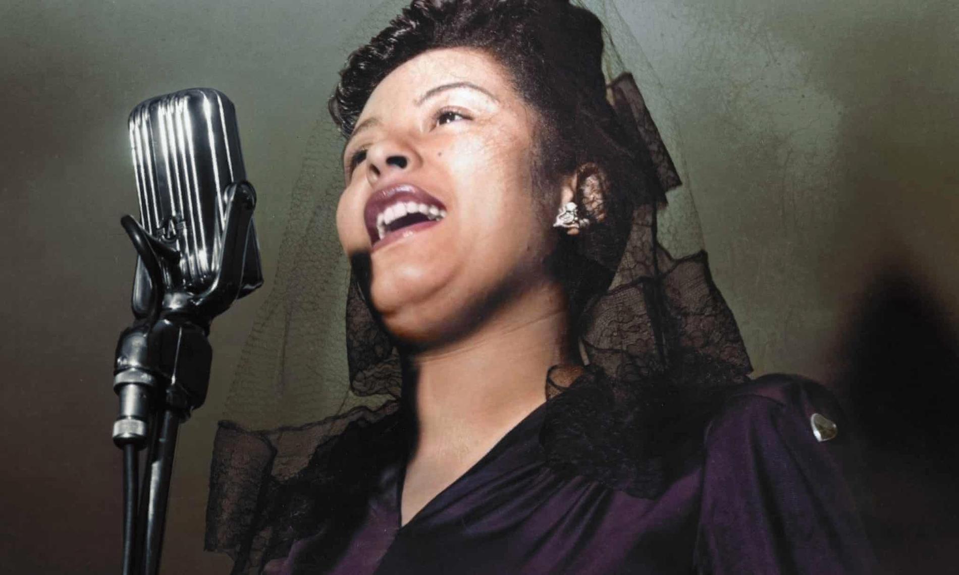 """Billie Holiday på scen 1942. Nya dokumentären """"Billie"""" är en osminkad dokumentär om hennes stormiga liv."""