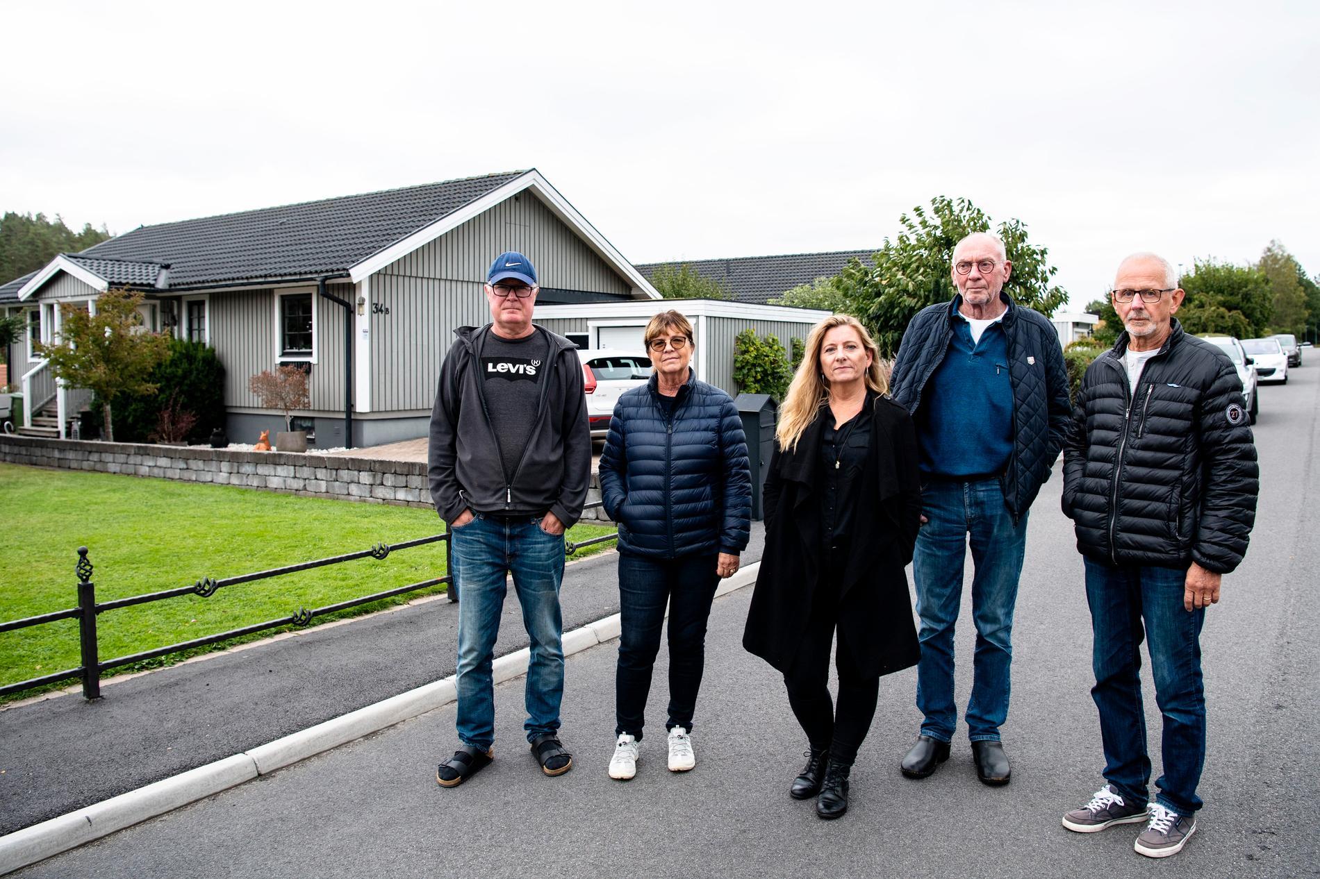 Från vänster: Urban Wikander, Marie Wikander, Katarina Prien, Gunnar Flood och Leif Dahl. Fyra av sex hushåll som bor på den förorenade marken i Jönköping.