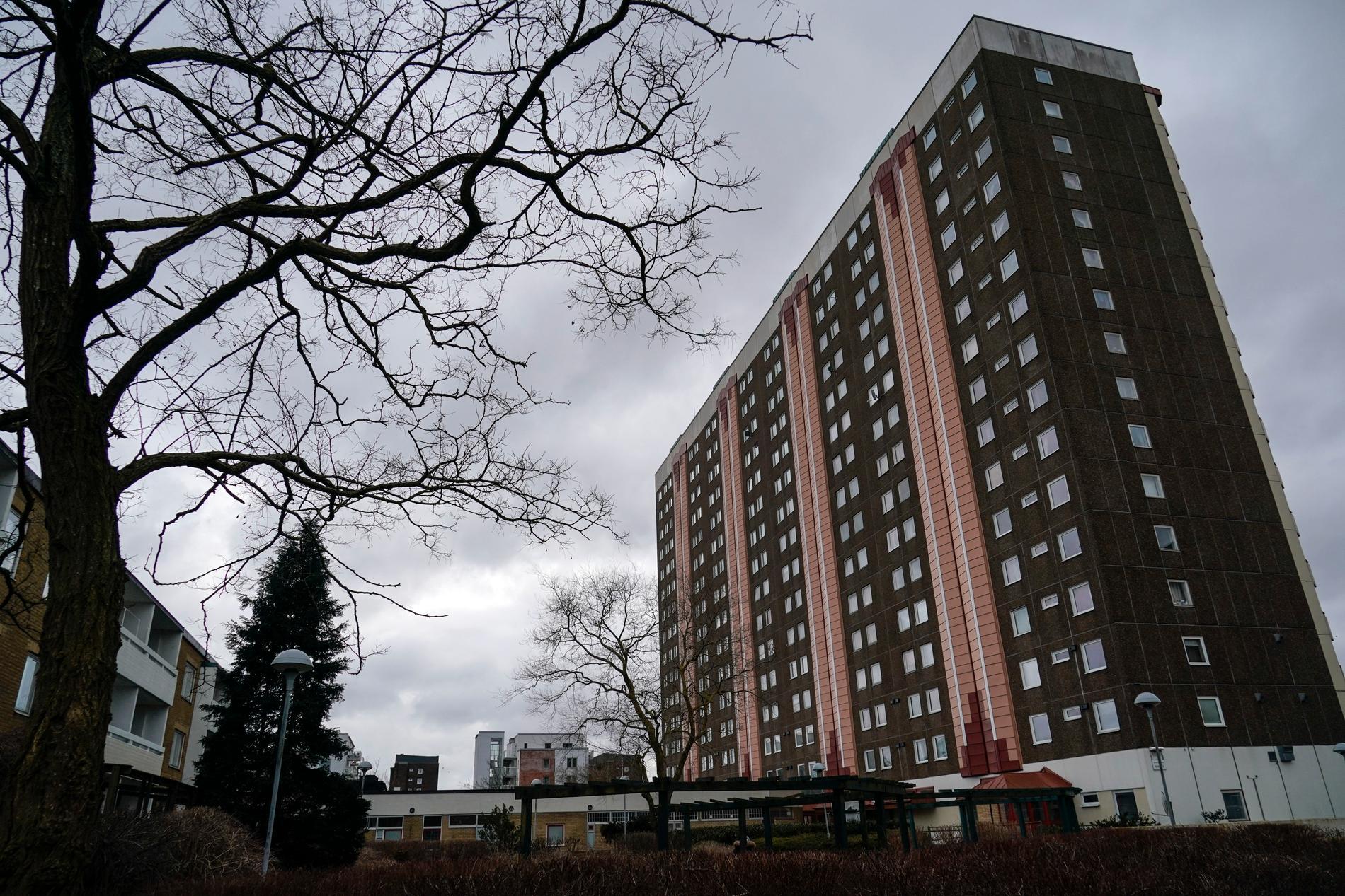 Enligt åtalet utsattes en kvinna för gruppvåldtäkt i en föreningslokal i Malmöstadsdelen Lindängen i februari. Arkivbild.