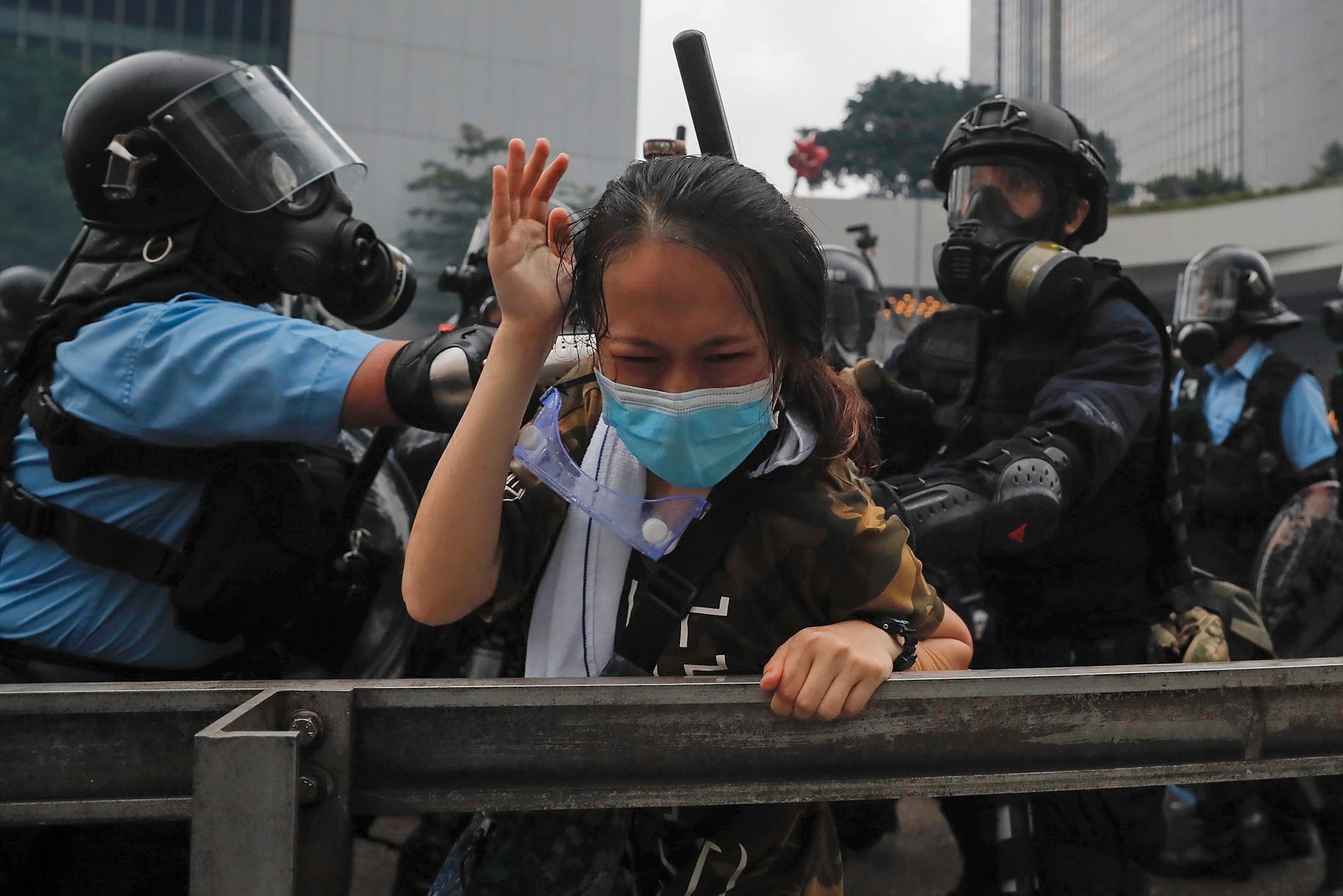 Hongkong är i chock efter att polisen använt gummikulor och tårgas mot obeväpnade demonstranter.
