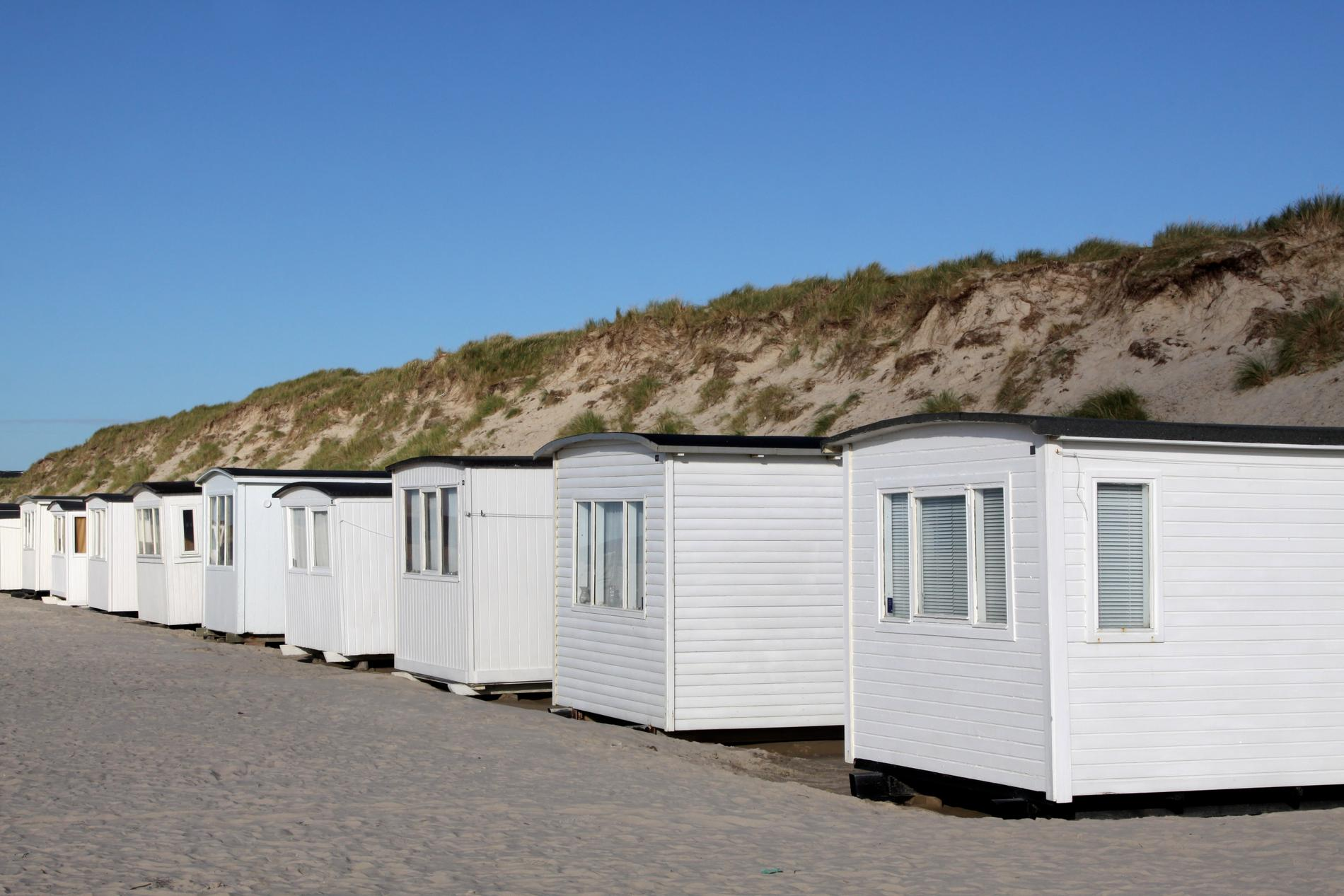 På Løkken strand vittnar badhytterna om en gammal badtradition i området.