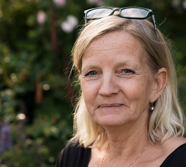 Eva-Britt och maken Bengt ville välja stil och utseende på växthuset själva, och valde därför bort moderna byggsatser direkt.