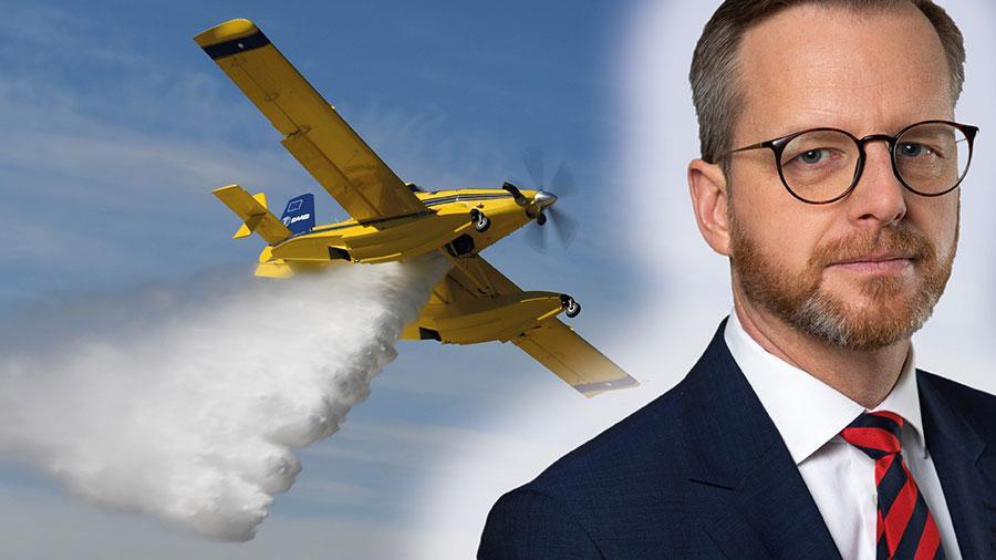 Tillsammans stärker helikoptrarna och de nya flygplanen Sveriges förmåga att bekämpa mark- och skogsbränder avsevärt, skriver Mikael Damberg.
