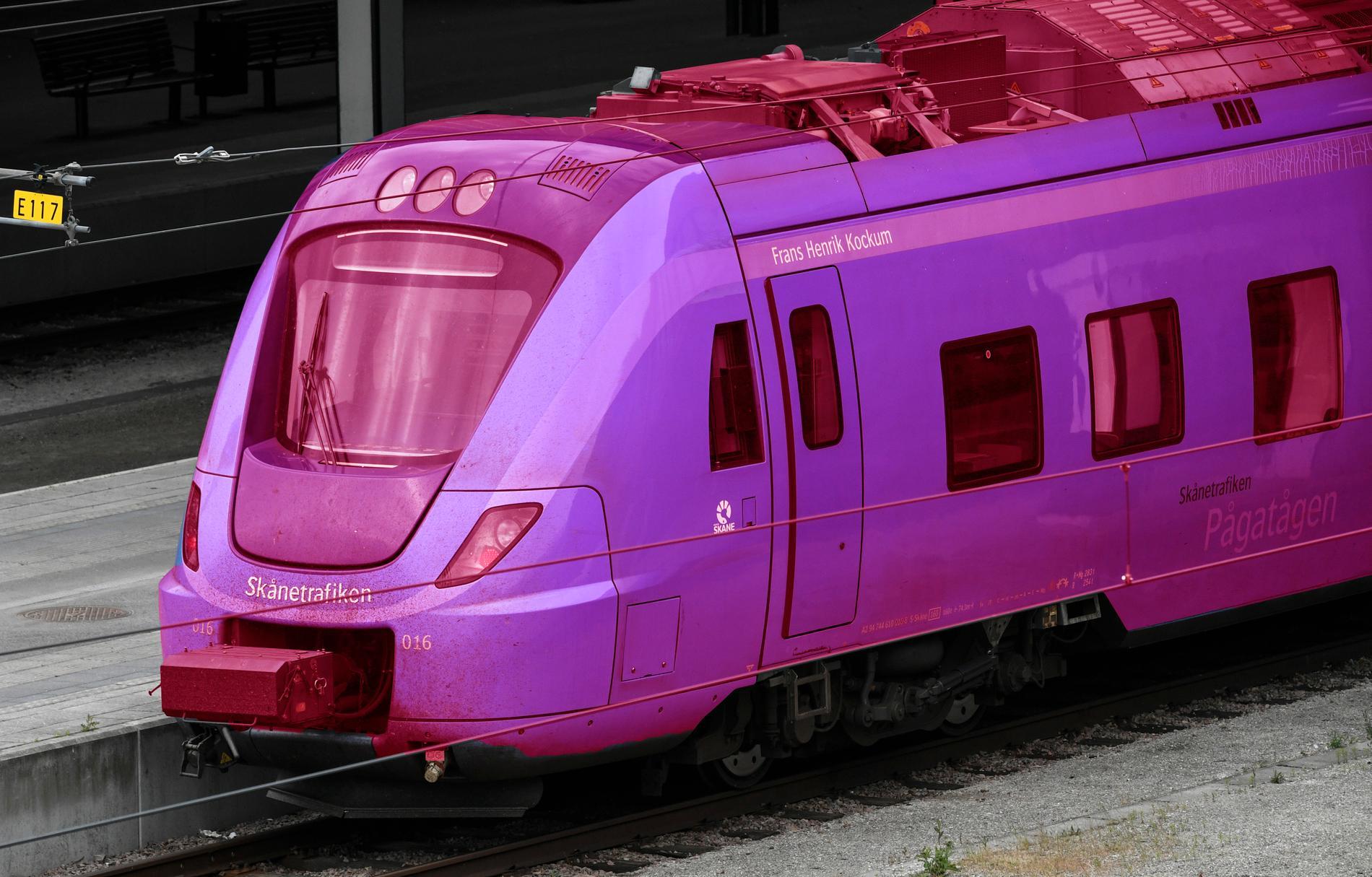 Likt tåget på bilden la Sydsvenskan upp flera bilder på Pågatåg färgade i rosa och regnbågs-färger.