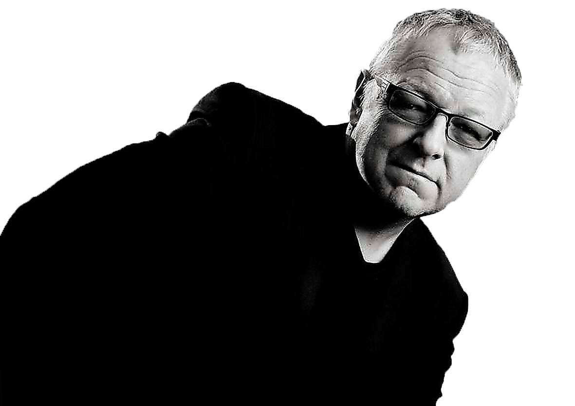 Roy Jacobsen (född 1954), norsk författare.