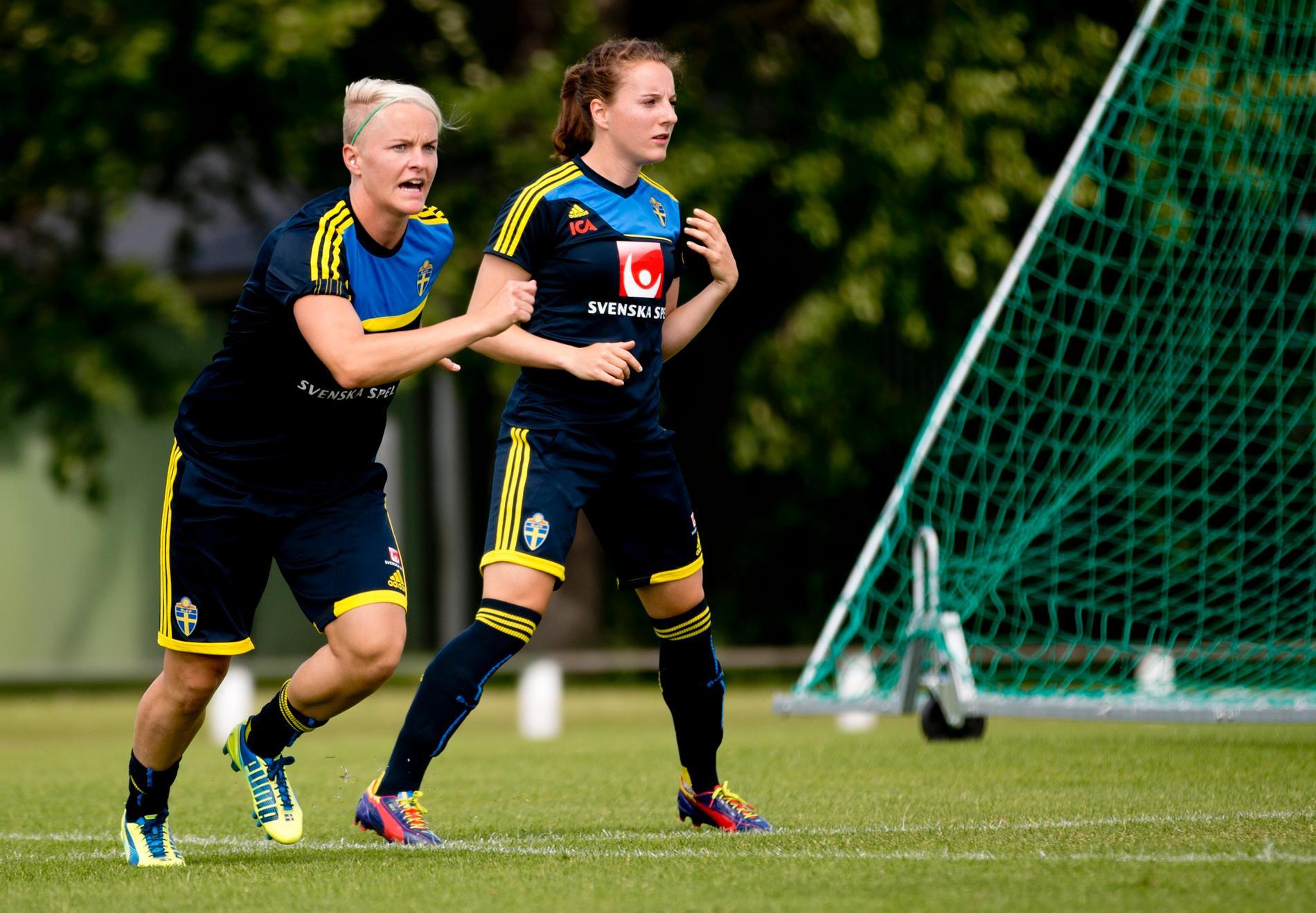 Nilla Fischer och Antonia Göransson på landslagsläger 2013. Arkivbild.
