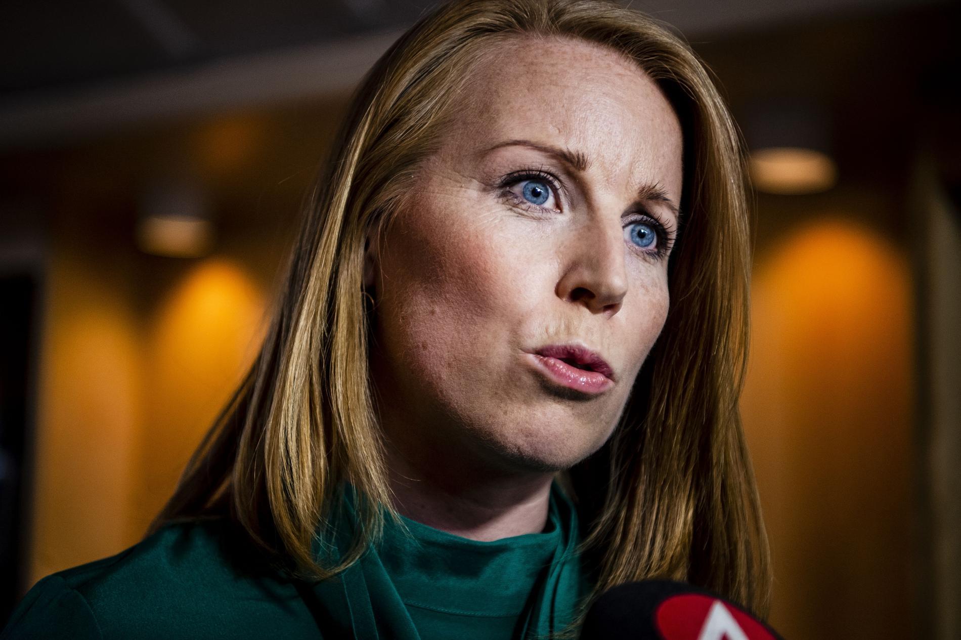 Annie Lööf får kritik från Moderaterna efter beslutet om Annika Strandhäll.