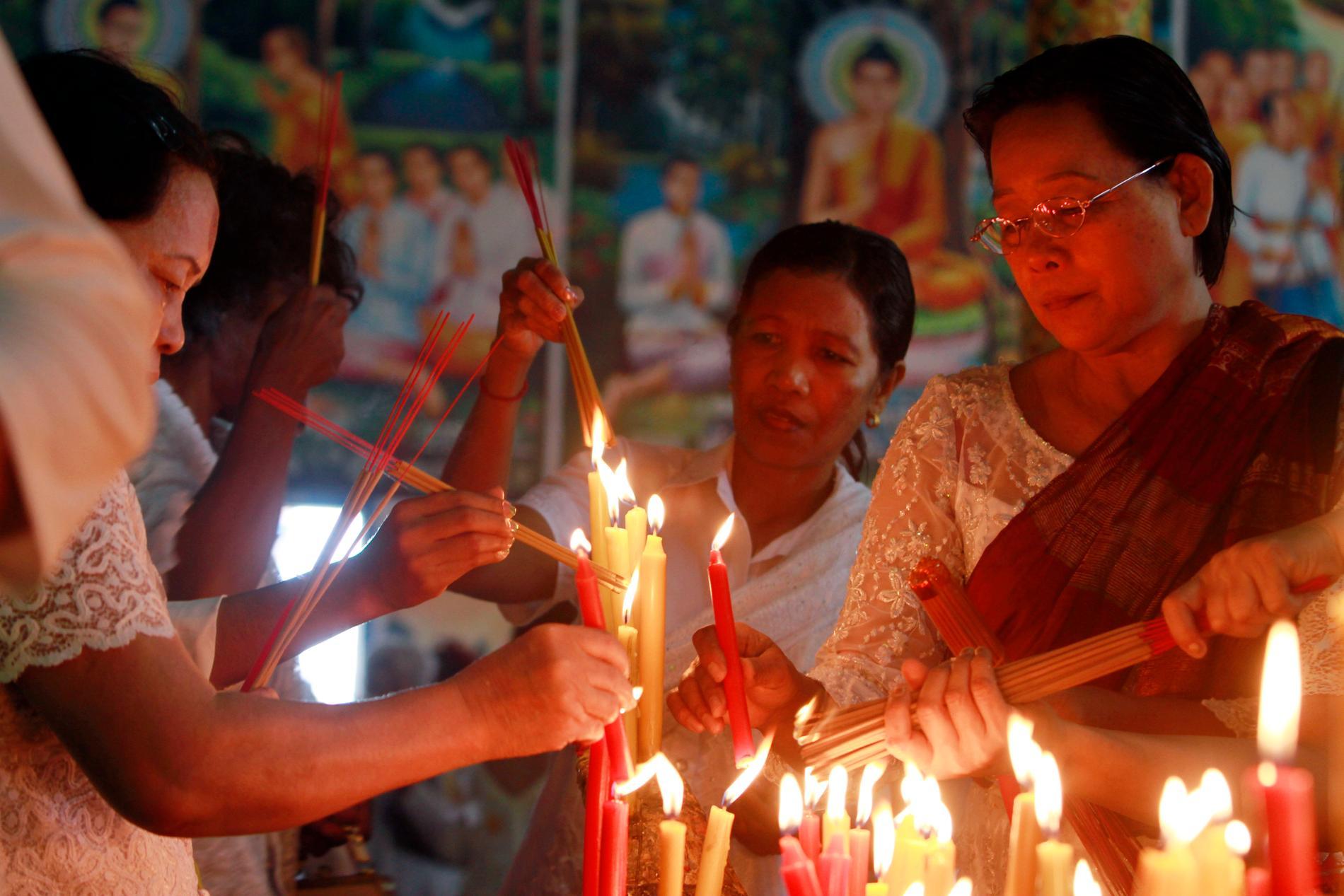 Buddhister i Kambodja brukar hedrar sina döda med en festival som nu tvingas avslutas i förtid. Arkivbild.