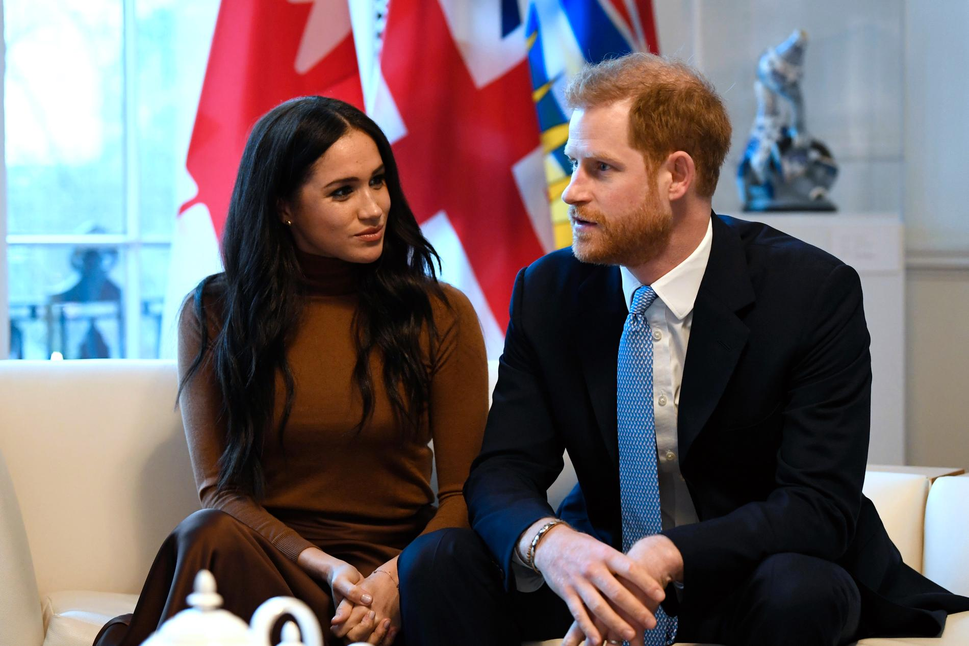 Beskedet att hertiginnan Meghan och prins Harry drar sig tillbaka från kungliga uppdrag har rört upp intensiva känslor.