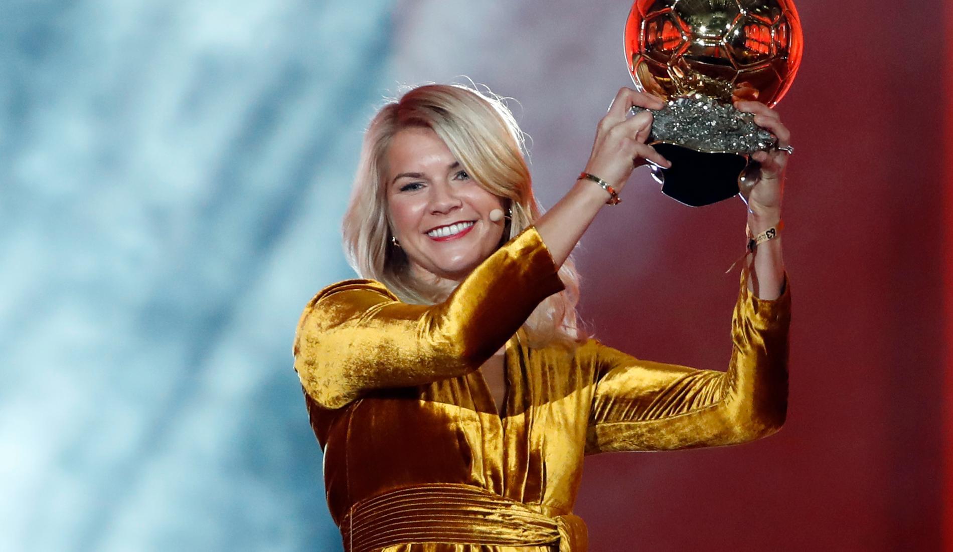 Hegerberg tar emot Ballon d'Or