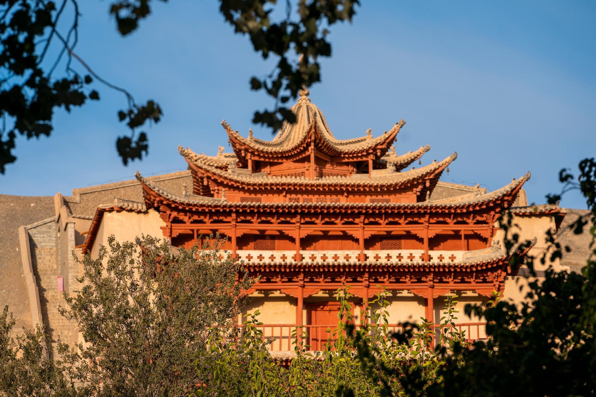 Strax utanför staden Dunhuang är världsarvet Mogaogrottorna som består av hundratals grottor uthuggna i en bergssida. Arkivbild.