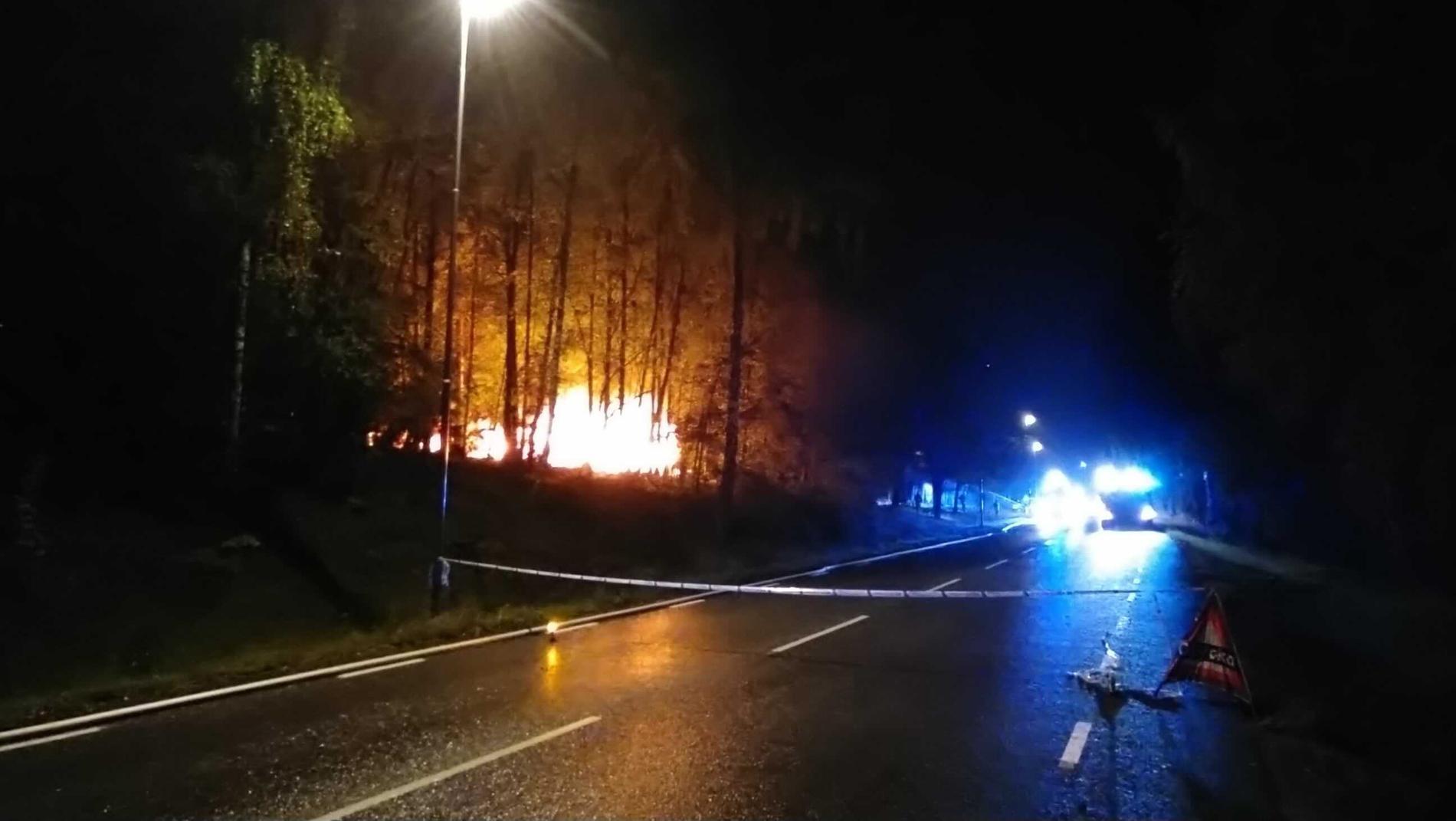 Avspärrat vid branden i Märsta.