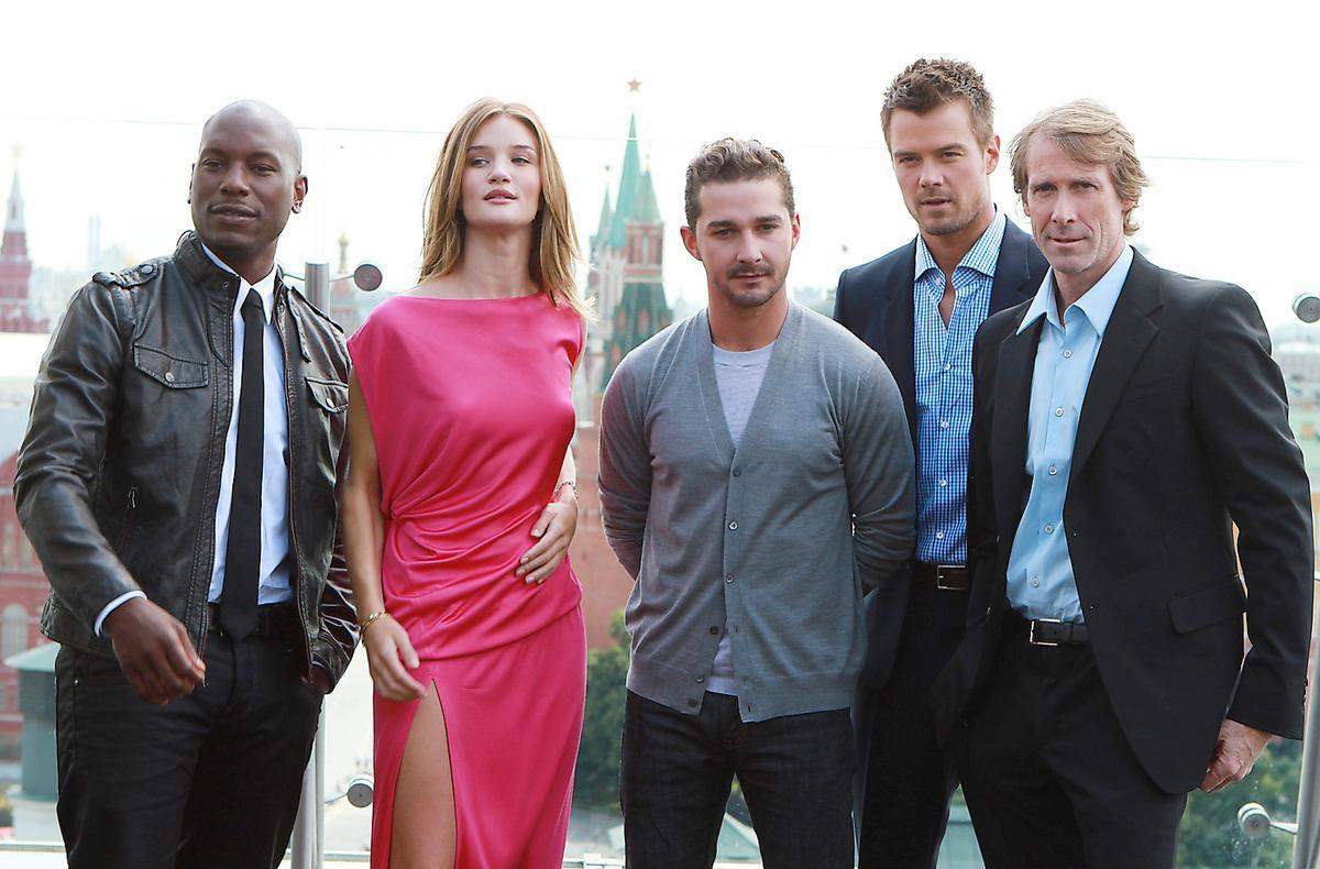 Filmteamet på plats i Moskva. Från vänster: Tyrese Gibson, Rosie Huntington-Whiteley, Shia LaBeouf, Josh Duhamel och regissören Michael Bay.