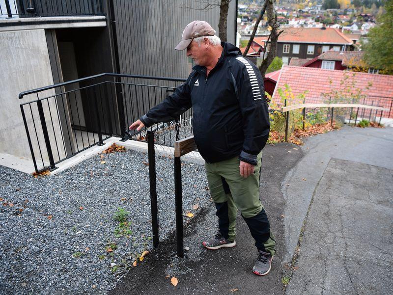 Kurt pekar ut platsen där han fann vapnen.