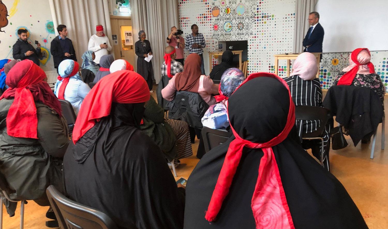 Inrikesminister Mikael Damberg (S) träffade mammor som fått nog av skjutningarna i Blå huset, Tensta, i slutet av augusti. På torsdag anordnar flera av mammorna som var med på mötet en demonstration på Mynttorget i Stockholm.