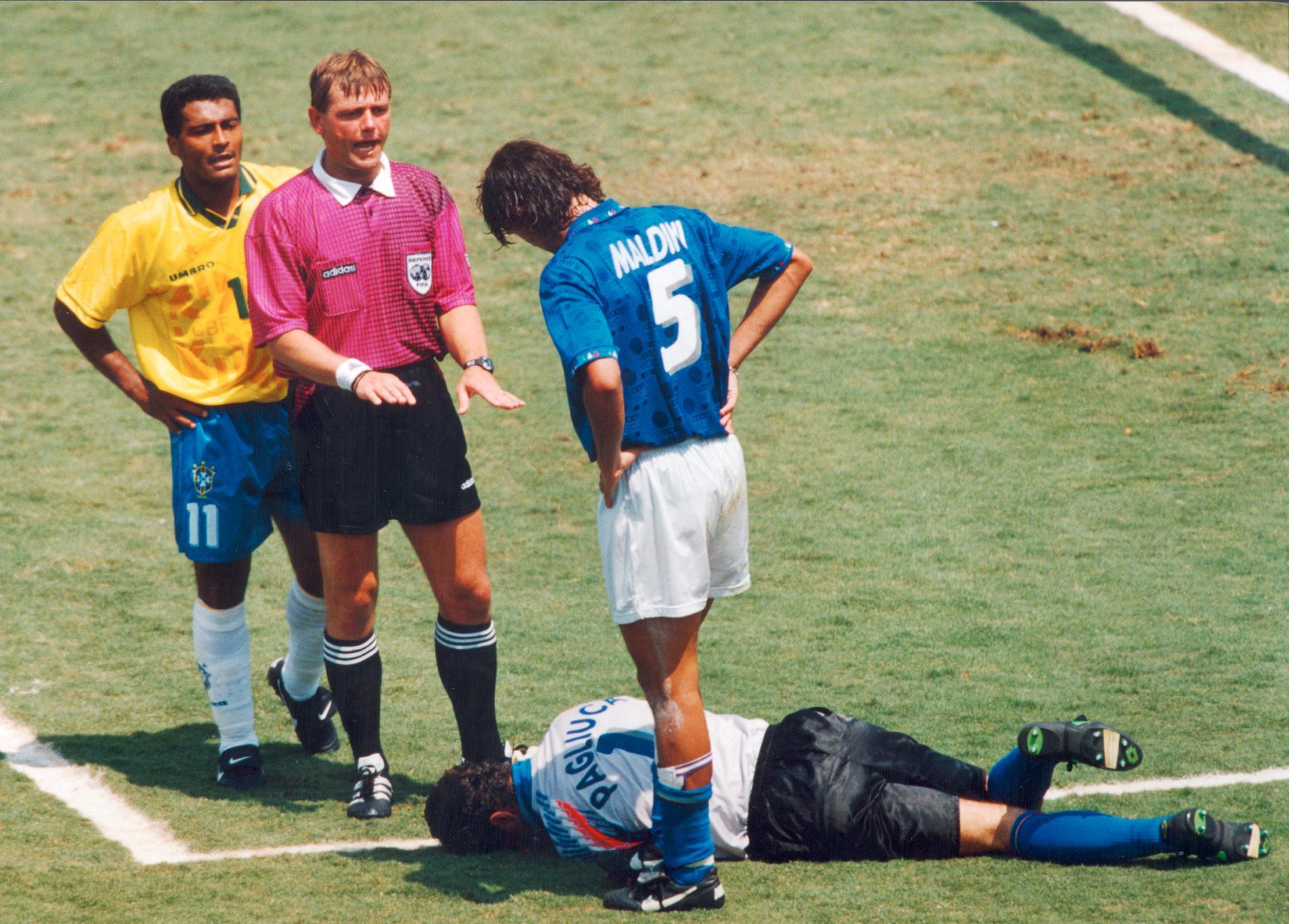Sándor Puhl under VM-finalen 1994. På bilden även brassen Romario och italienarna Paolo Maldini och Gianluca Pagliuca.