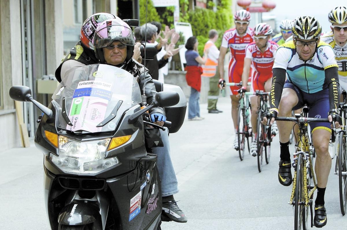 """69-åriga Fabio Saccani, till vänster, var en legendar i cykelvärlden. """"Han var en av mina absolut största supportrar och åkte alltid omkring med ett leende på läpparna"""", skriver Lance Armstrong."""
