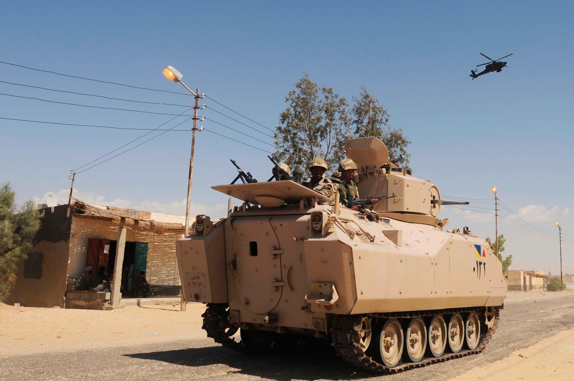 Egyptiska soldater patrullerar i norra Sinai. Arkivbild