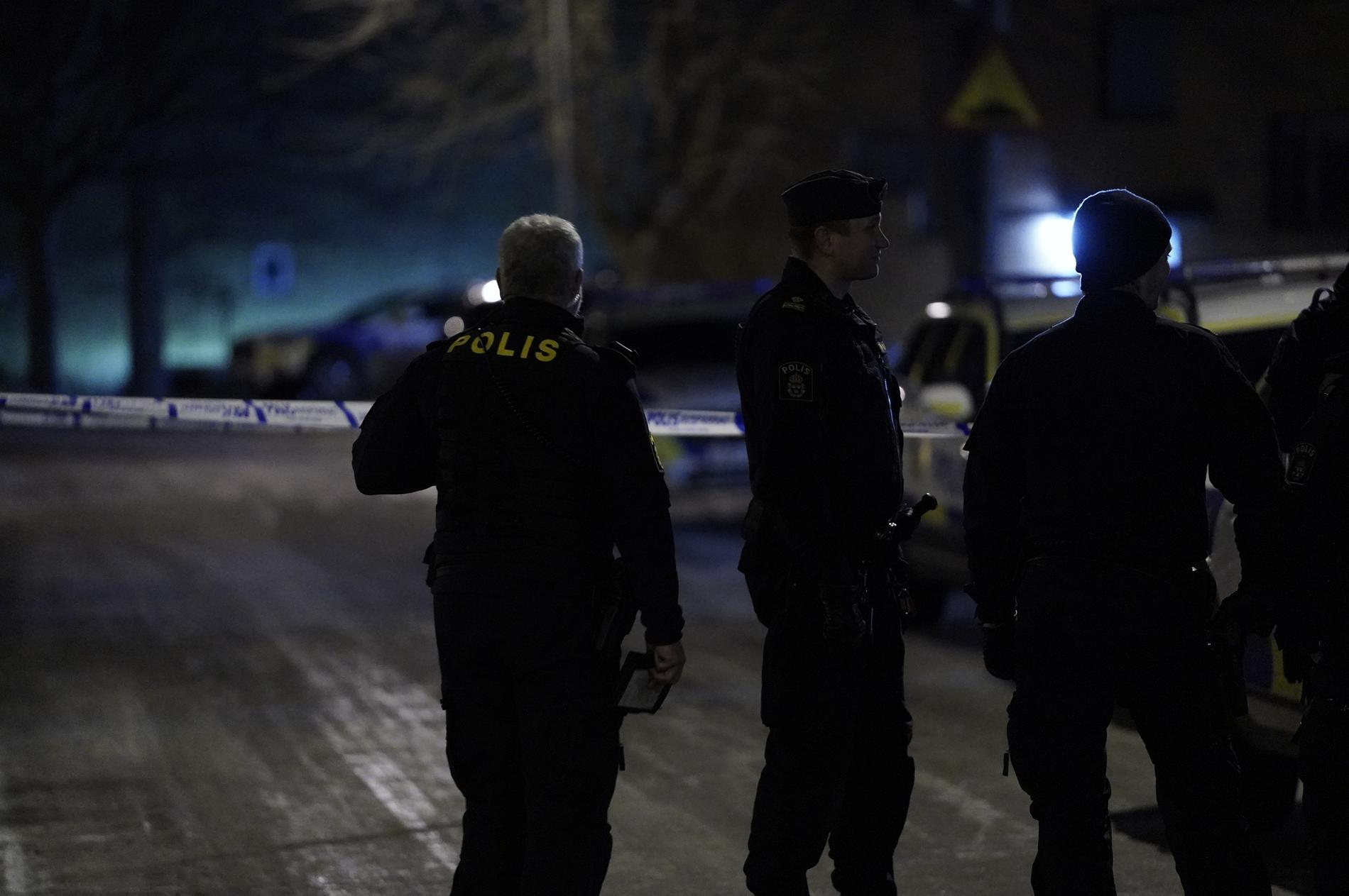 Sju polispatruller var under natten på plats i Olofström.