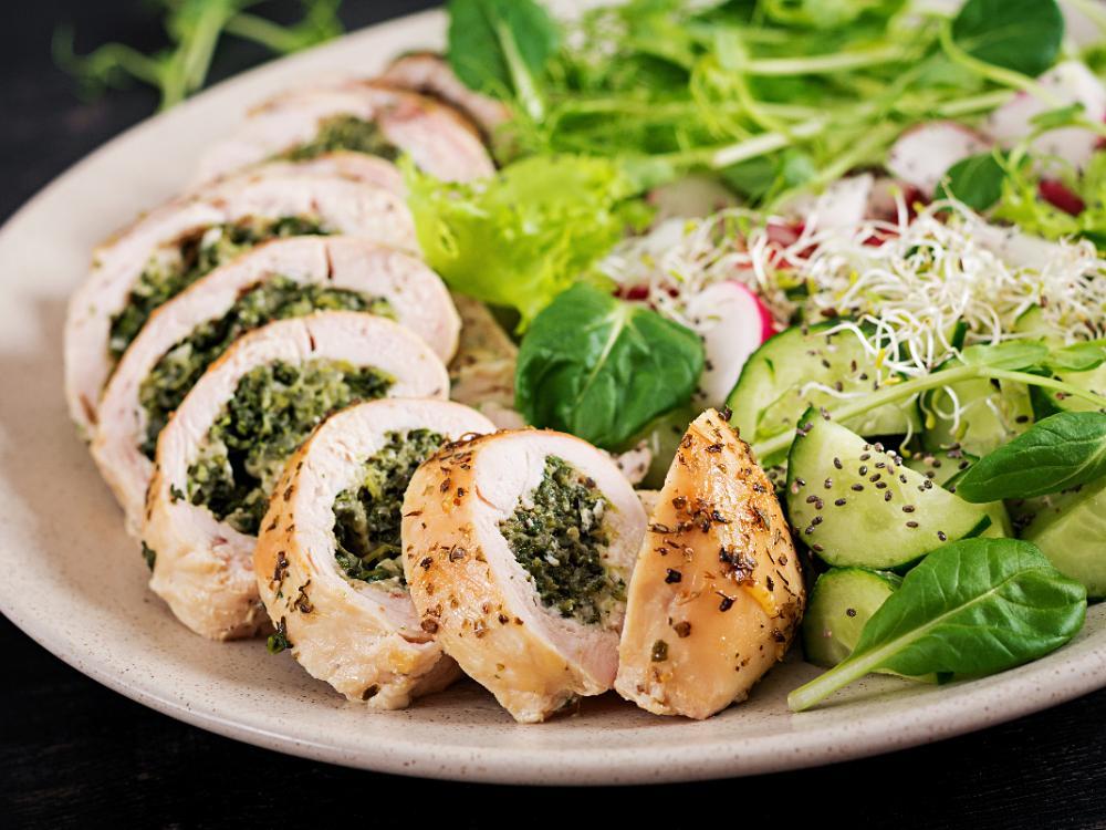 Fyll kycklingen med en härlig röra av spenat och parmesanost.