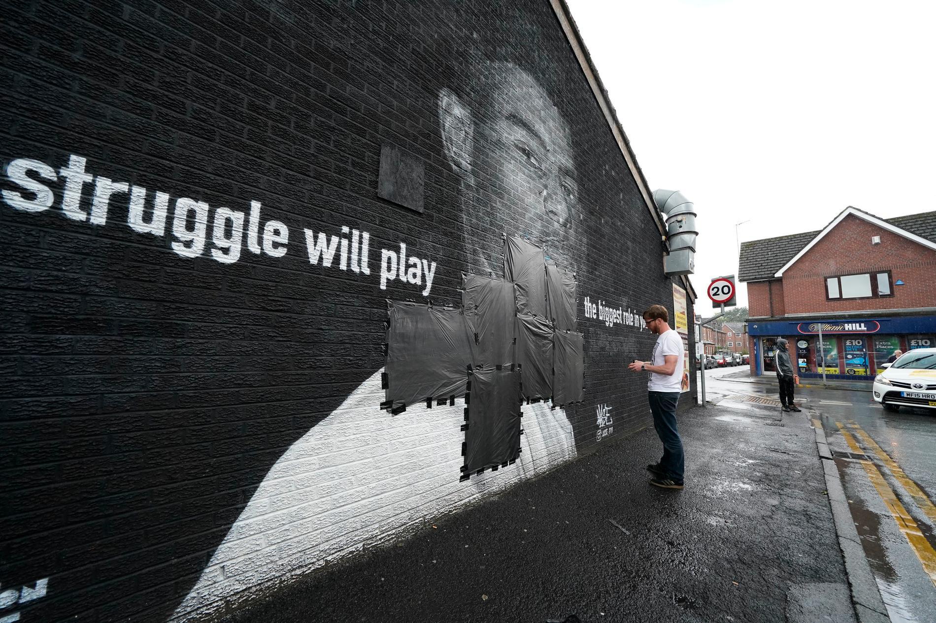 En väggmålning i Manchester föreställande Marcus Rashford har vandaliserats efter förlusten.